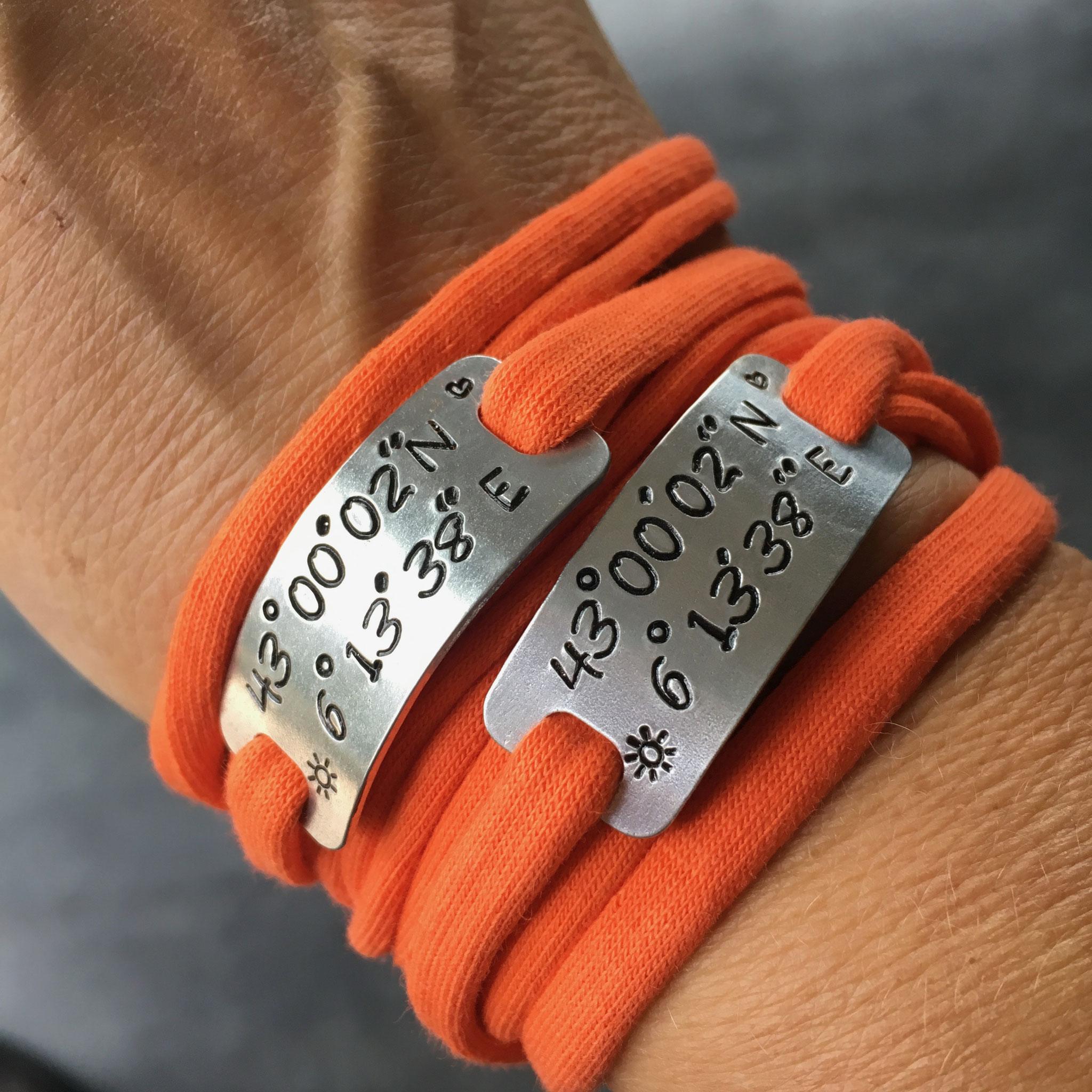 Bracelet bijoux sport plaque métal gravée poinçonnée motivation running marathon fait main made in France gps latitude longitude