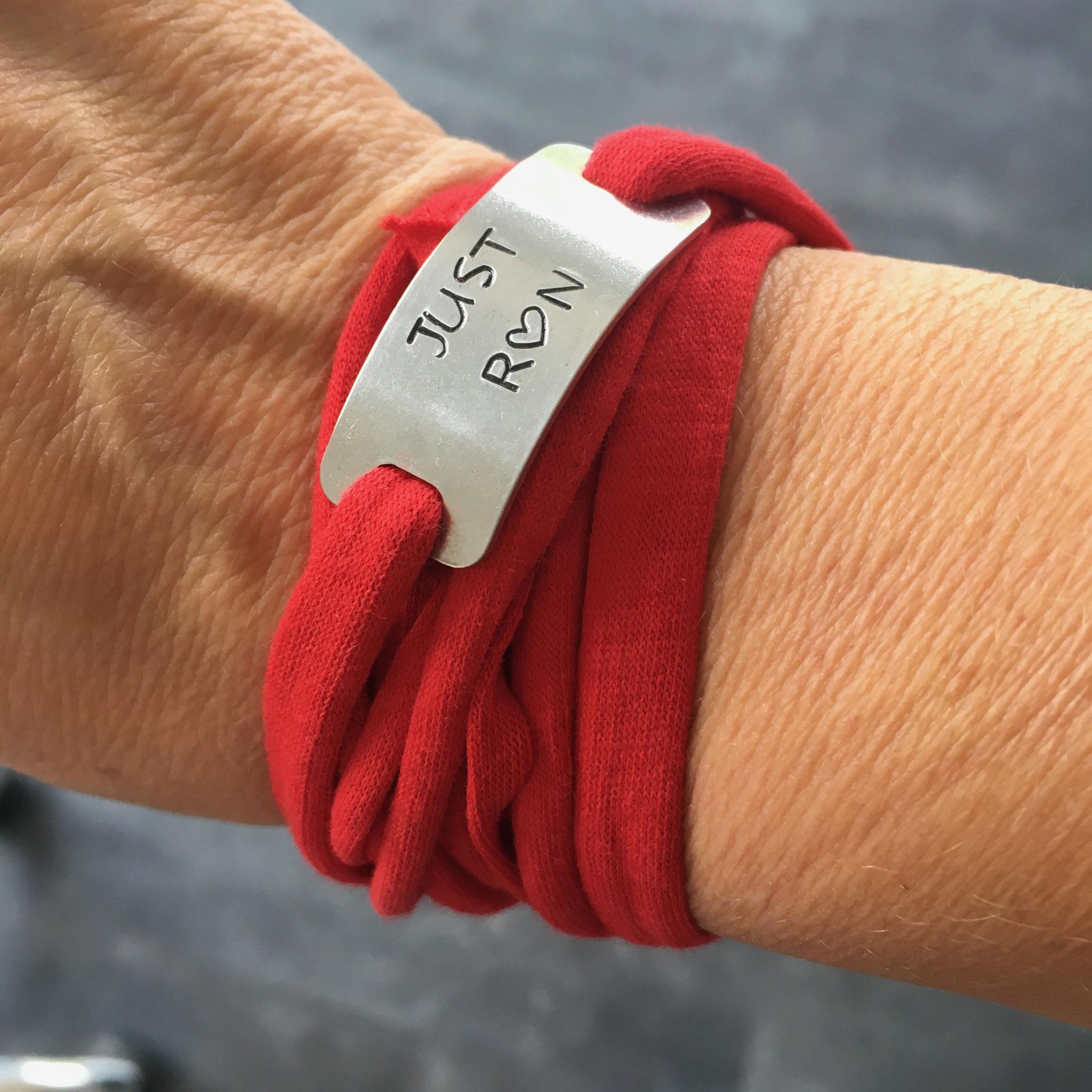 Bracelet bijoux sport plaque métal gravée poinçonnée motivation running marathon fait main made in France just run