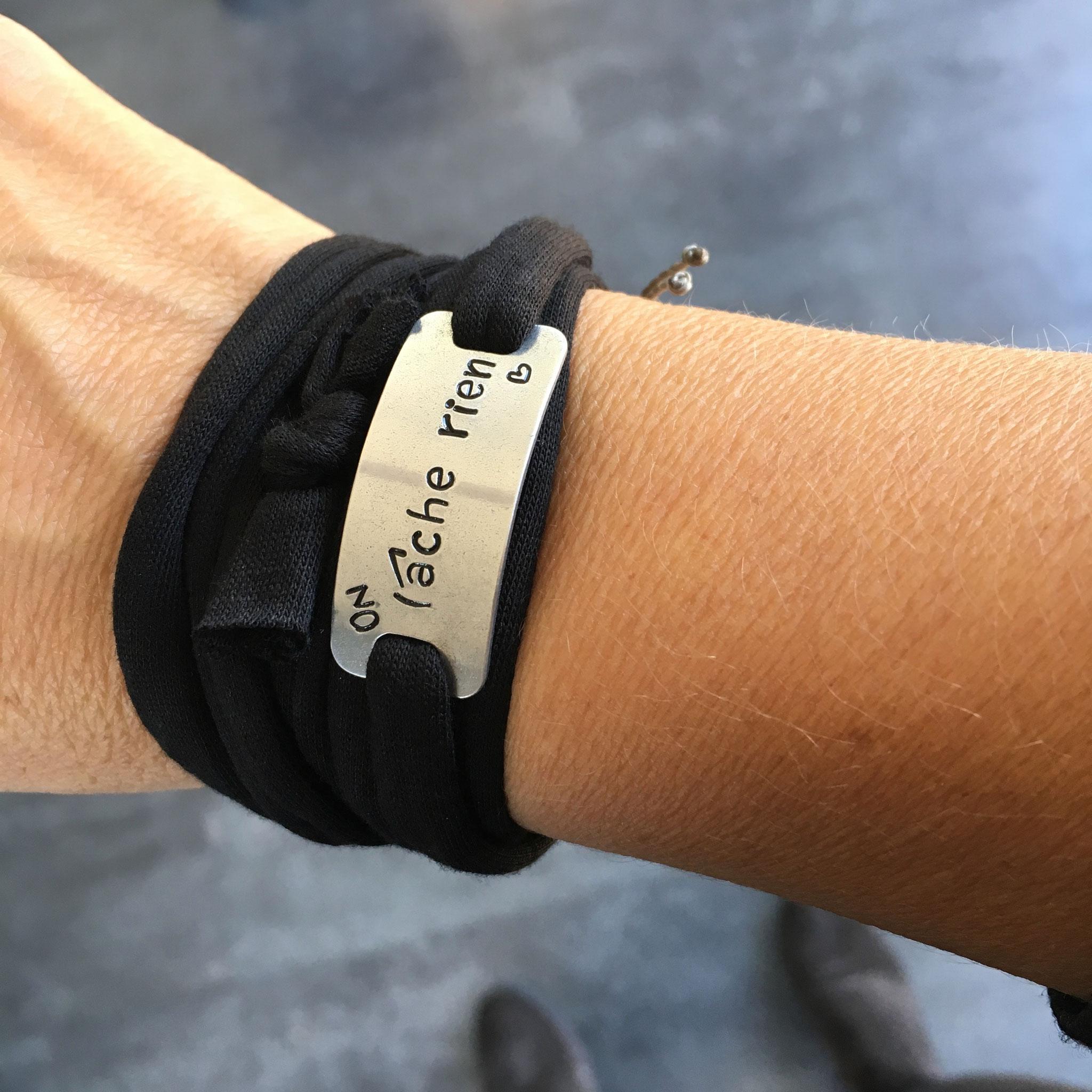 Bracelet bijoux sport plaque métal gravée poinçonnée motivation running run marathon fait main made in France on lâche rien
