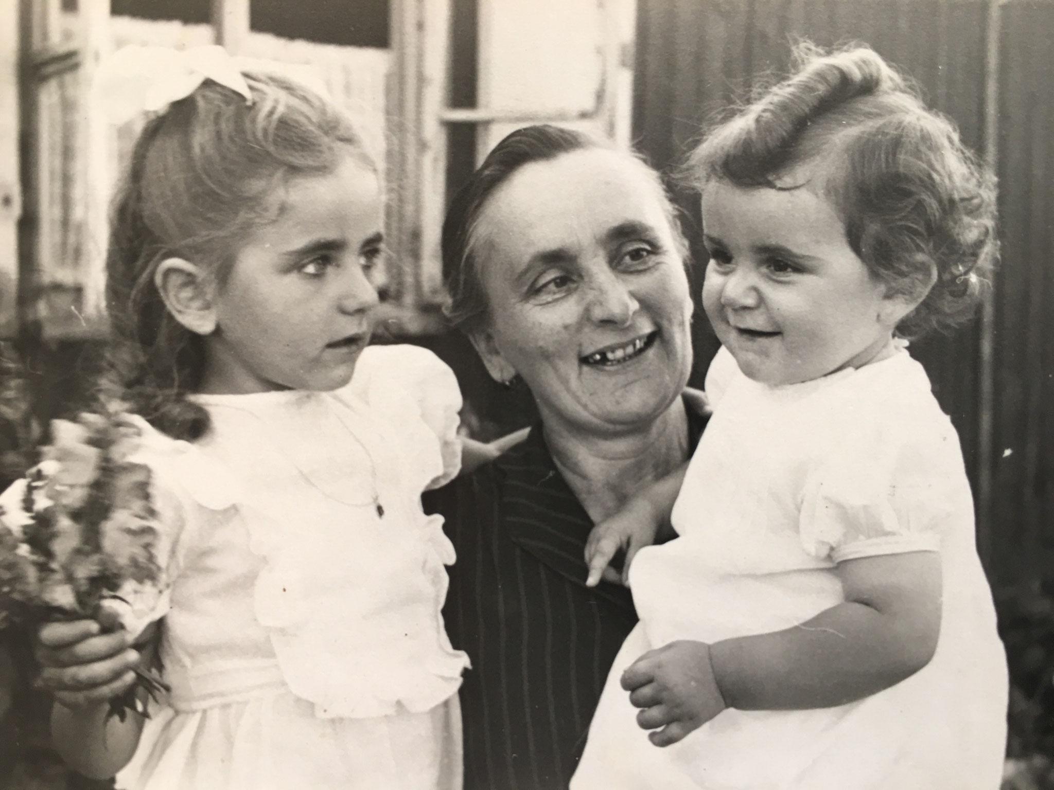 von links Nora Brando geb. Leisch und Minna Oma ( Hermine ) Frau von Franz Geringer