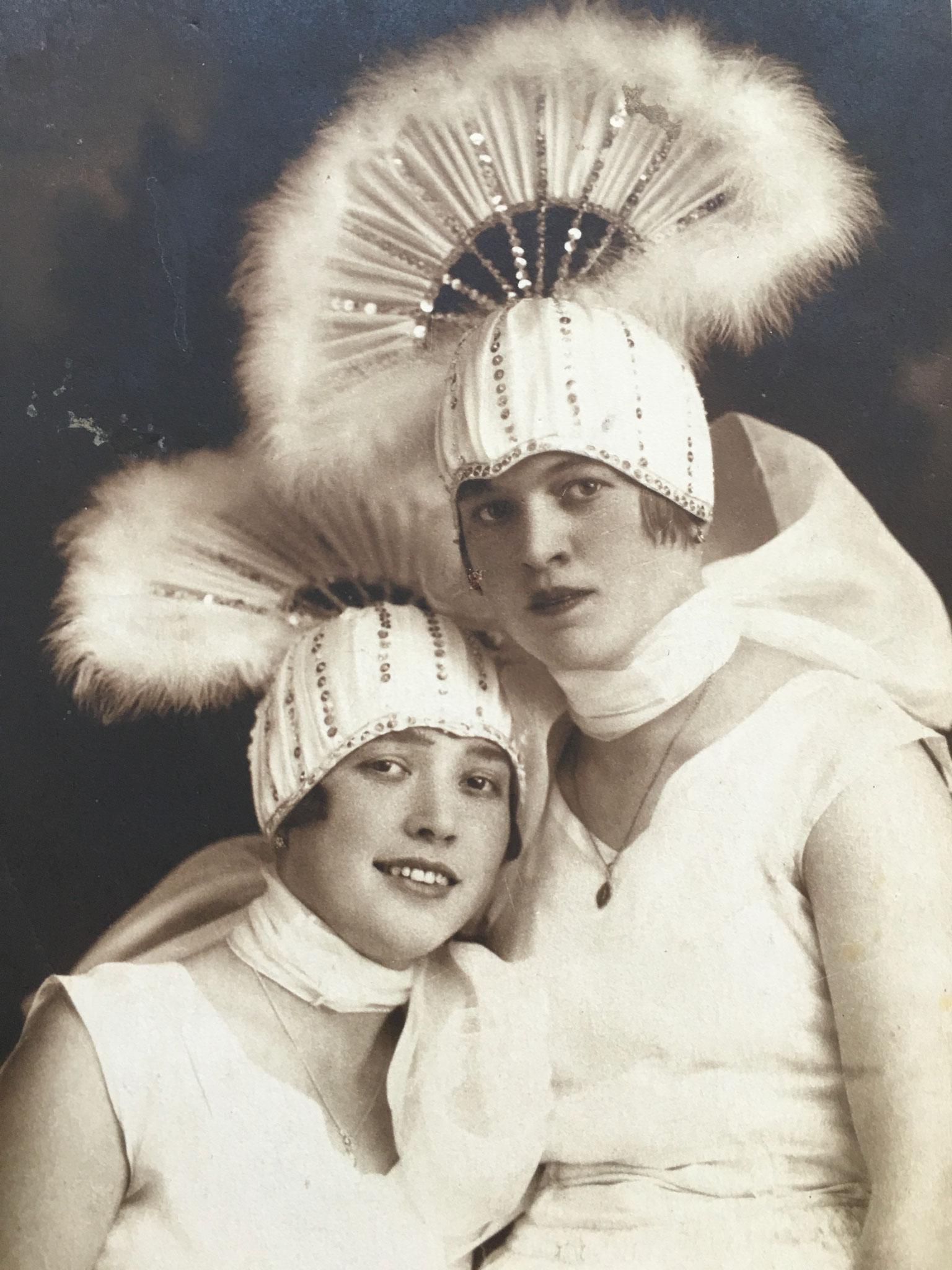 Helene Geringer rechts
