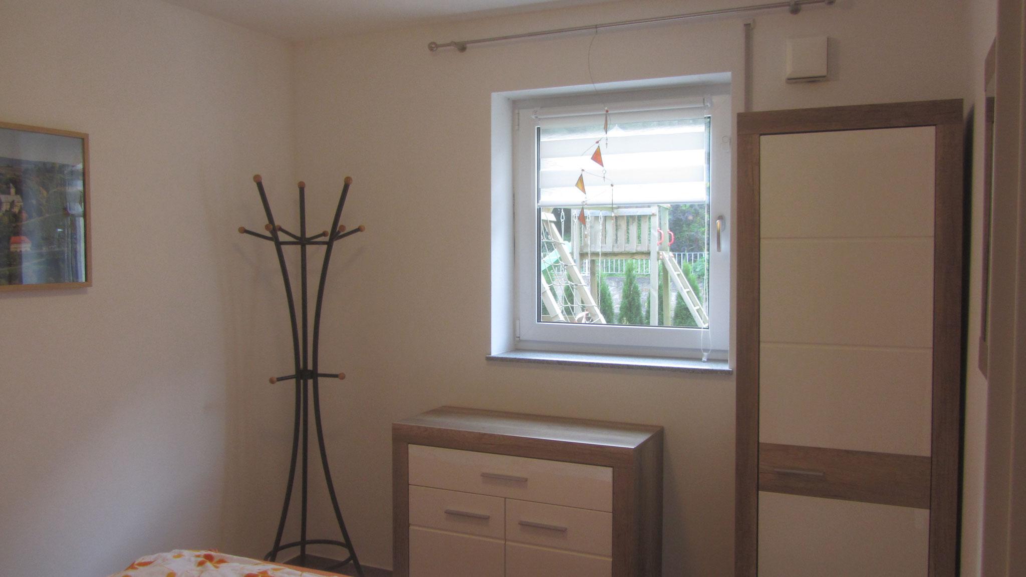 schlafzimmer kommode 200 cm bettw sche leinen weiss elegante jersey stubenwagen set bettdecken. Black Bedroom Furniture Sets. Home Design Ideas