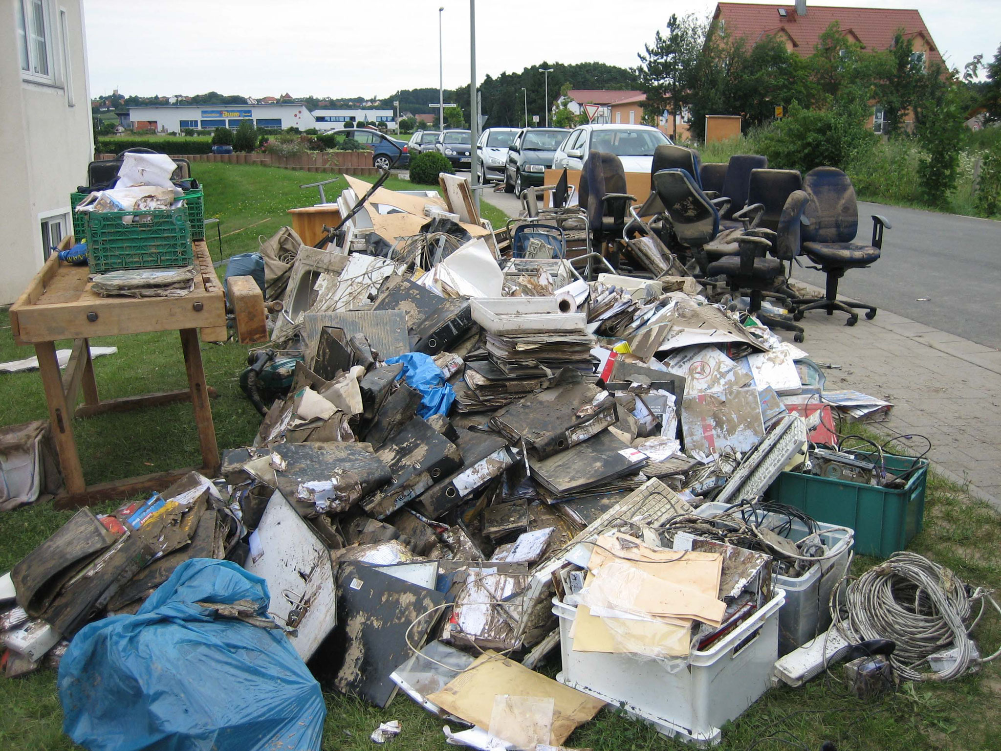 2007 - vollständige Vernichtung der Büroräume samt Inventar durch Hochwasser