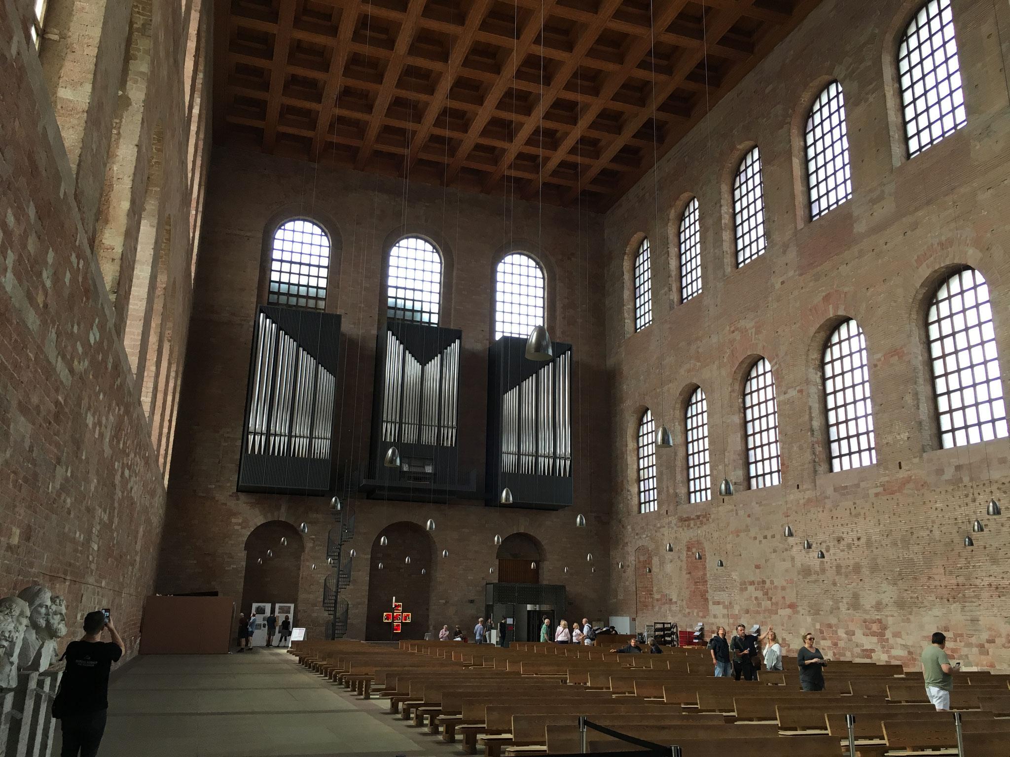 Die neue Orgel in der Konstantinbasilika.
