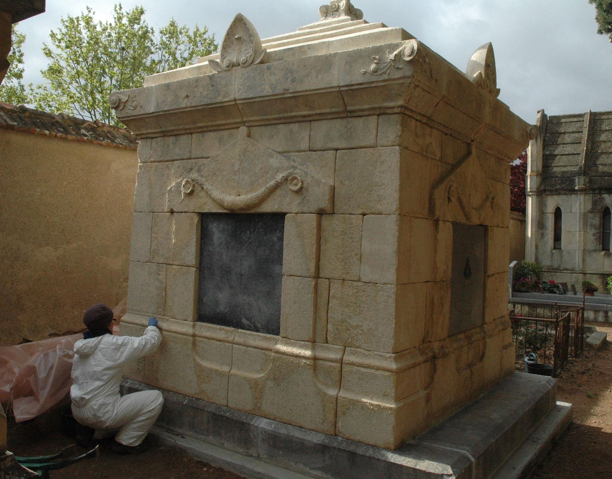 Restauration d'un monument funéraire (Pépieux)