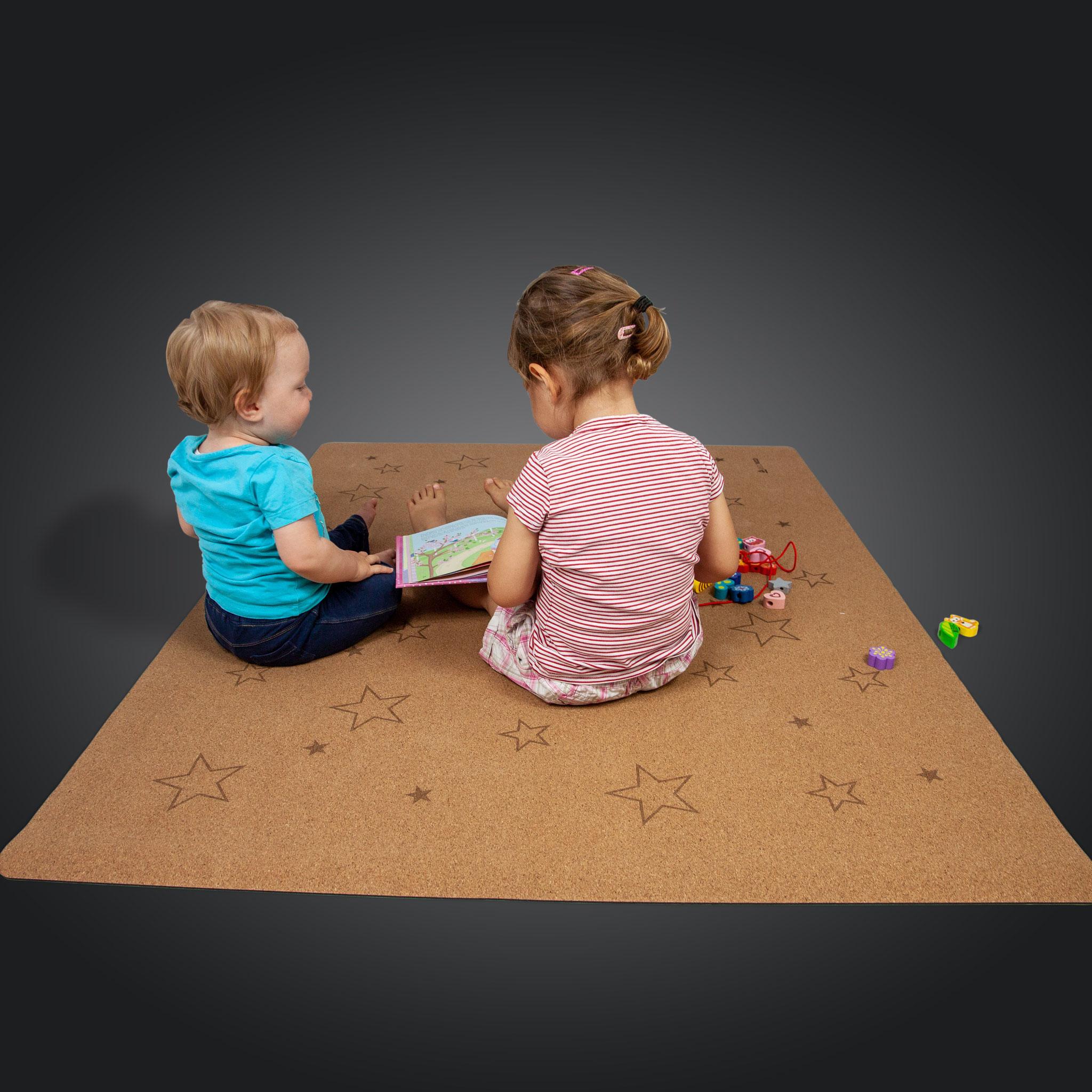 """Spielmatte """"Sterne"""" 110x140cm aus Kork & Kautschuk"""