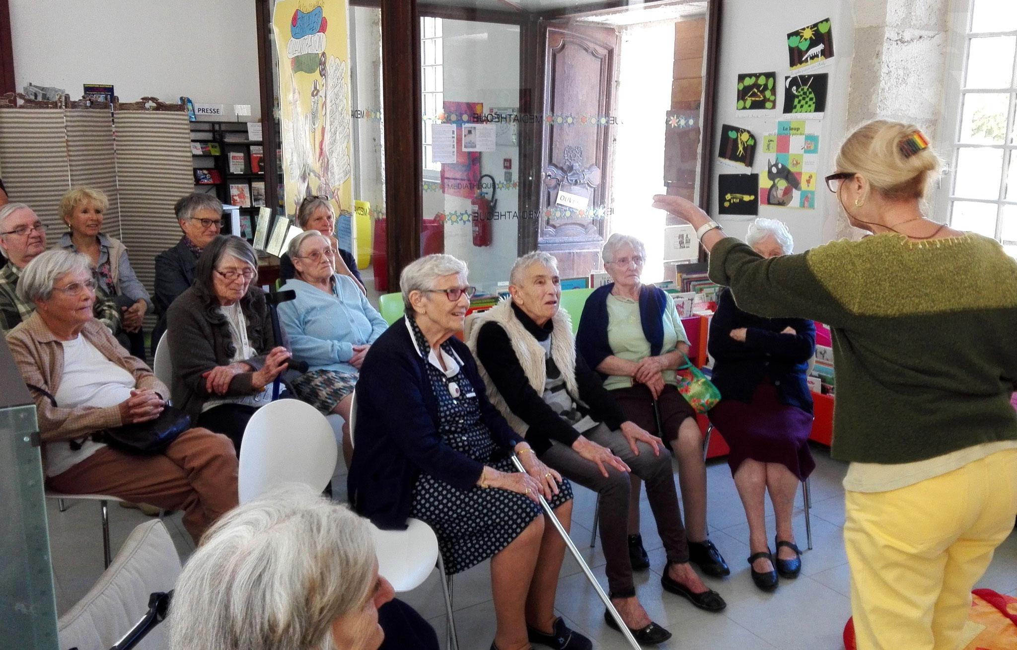 Sara Libera remercie les témoins qu'elle a rencontrés, présents,...