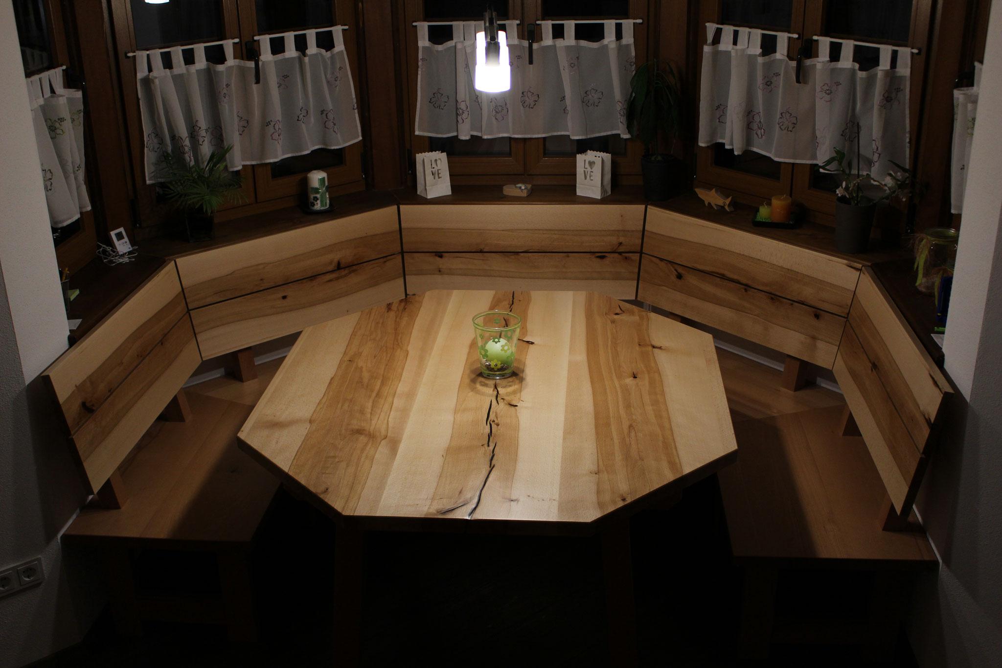 Erkerbank und Tisch in Kernbuche - lackiert
