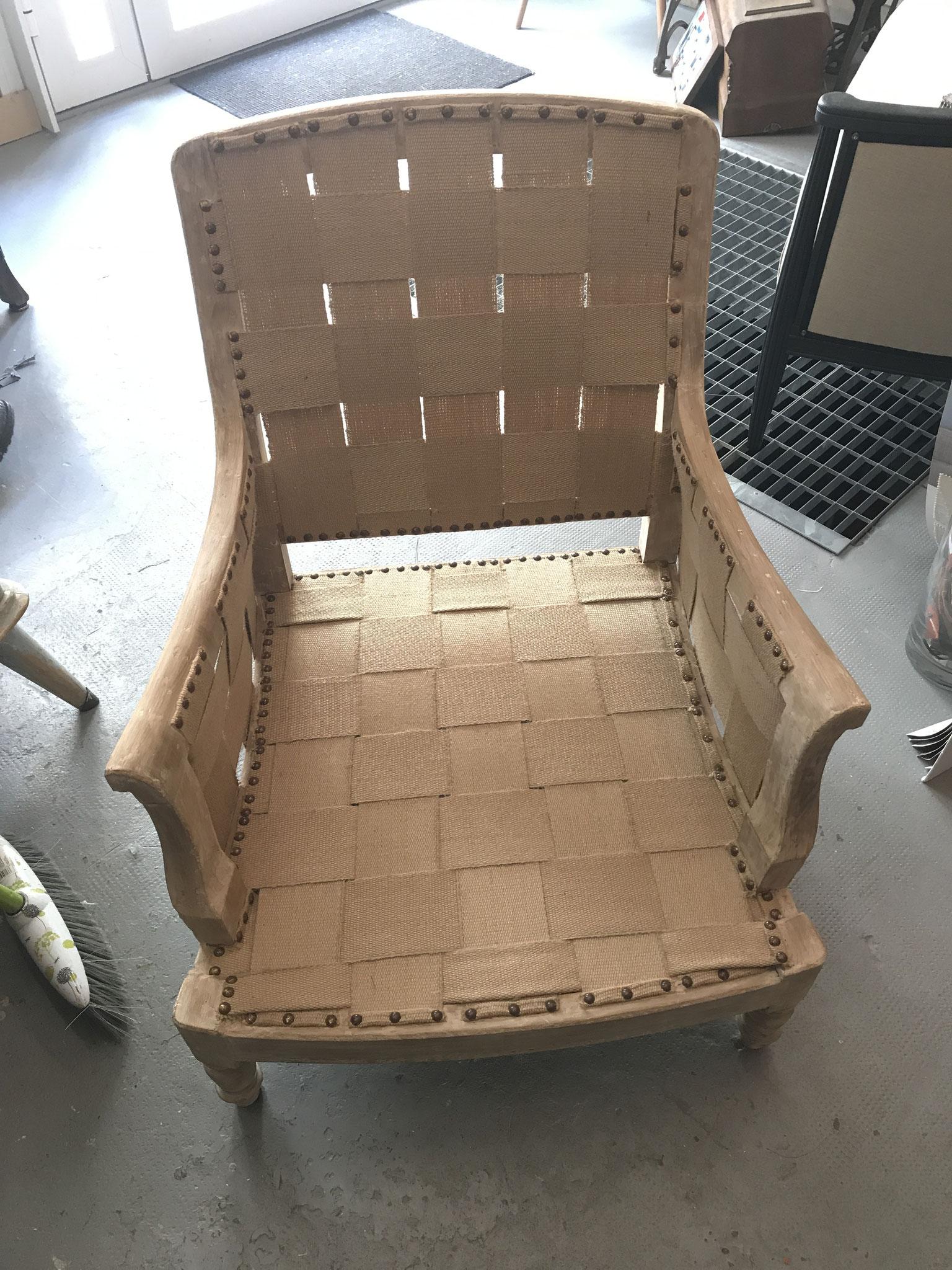 carcasse repensée de fauteuil crapaud