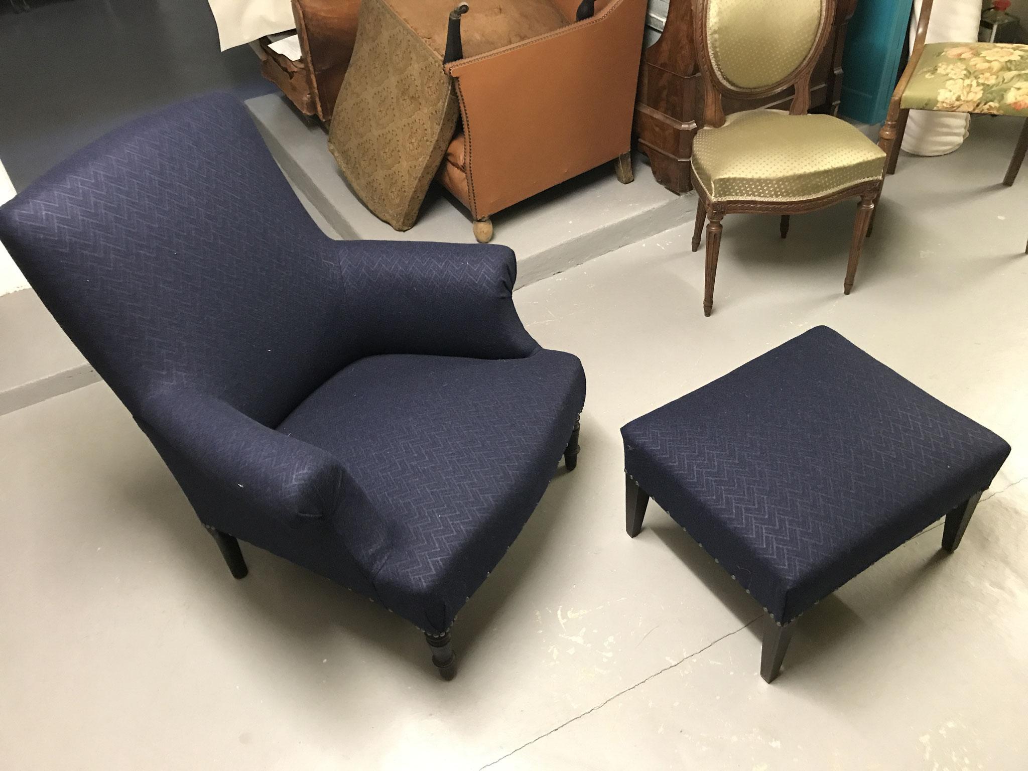 fauteuil anglais crosses enroulées avec repose pied