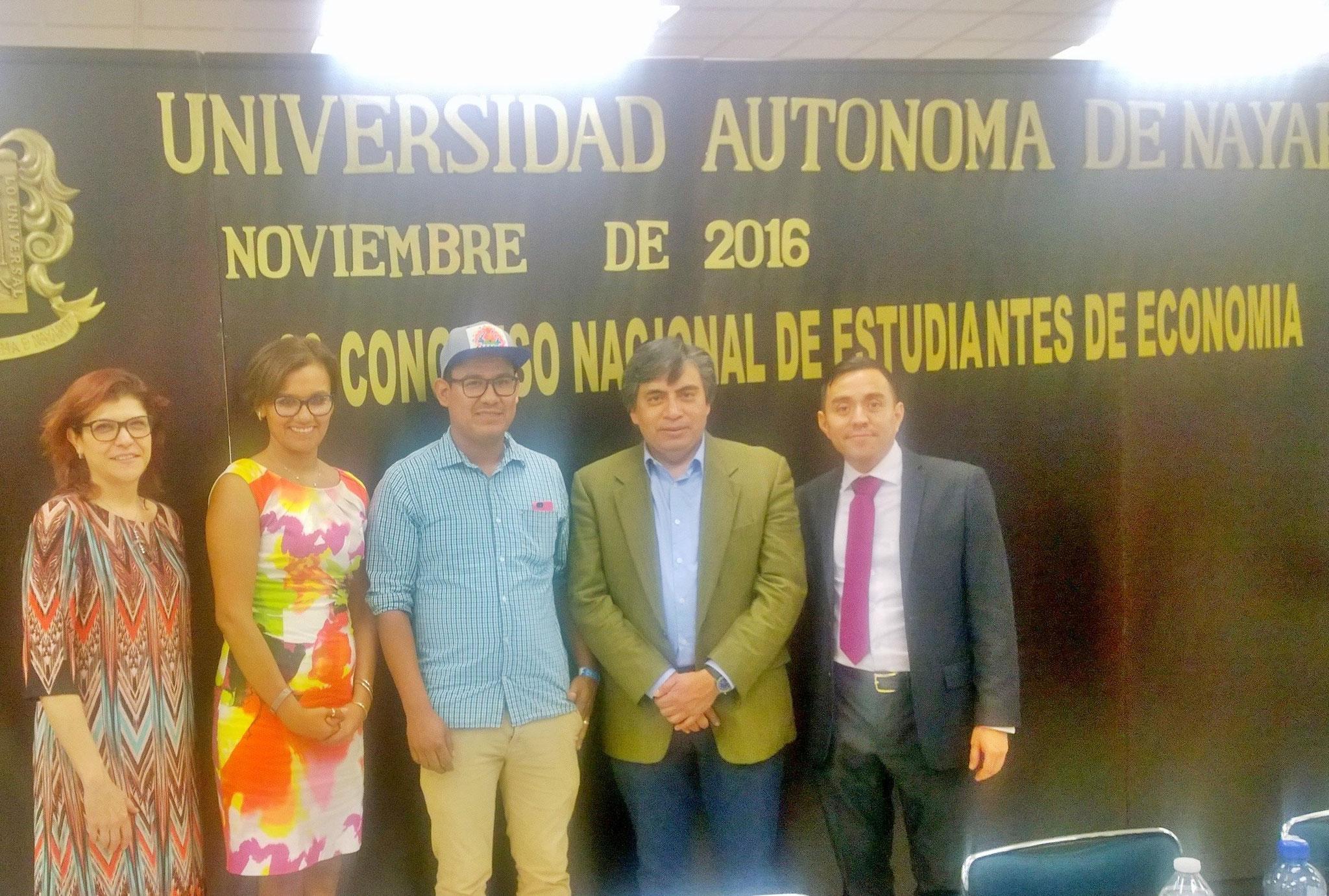 Con la Dra. Claudia Gómez de UdGTO, Dra. Karla Barrón de la UAN y Dr. Gerardo Esquivel de El Colmex-UNAM, 2016.