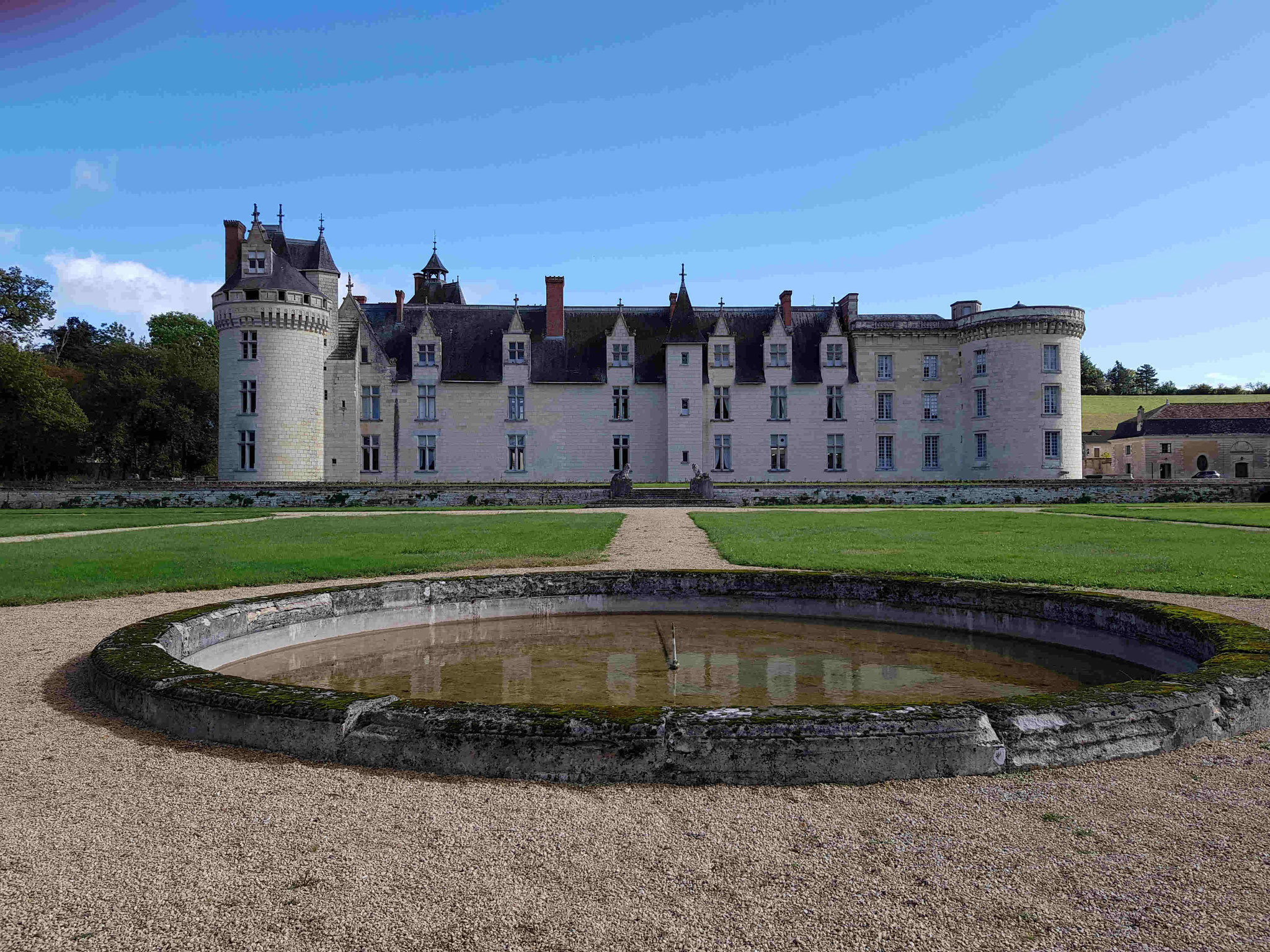 Le château de Dissay vu du jardin.