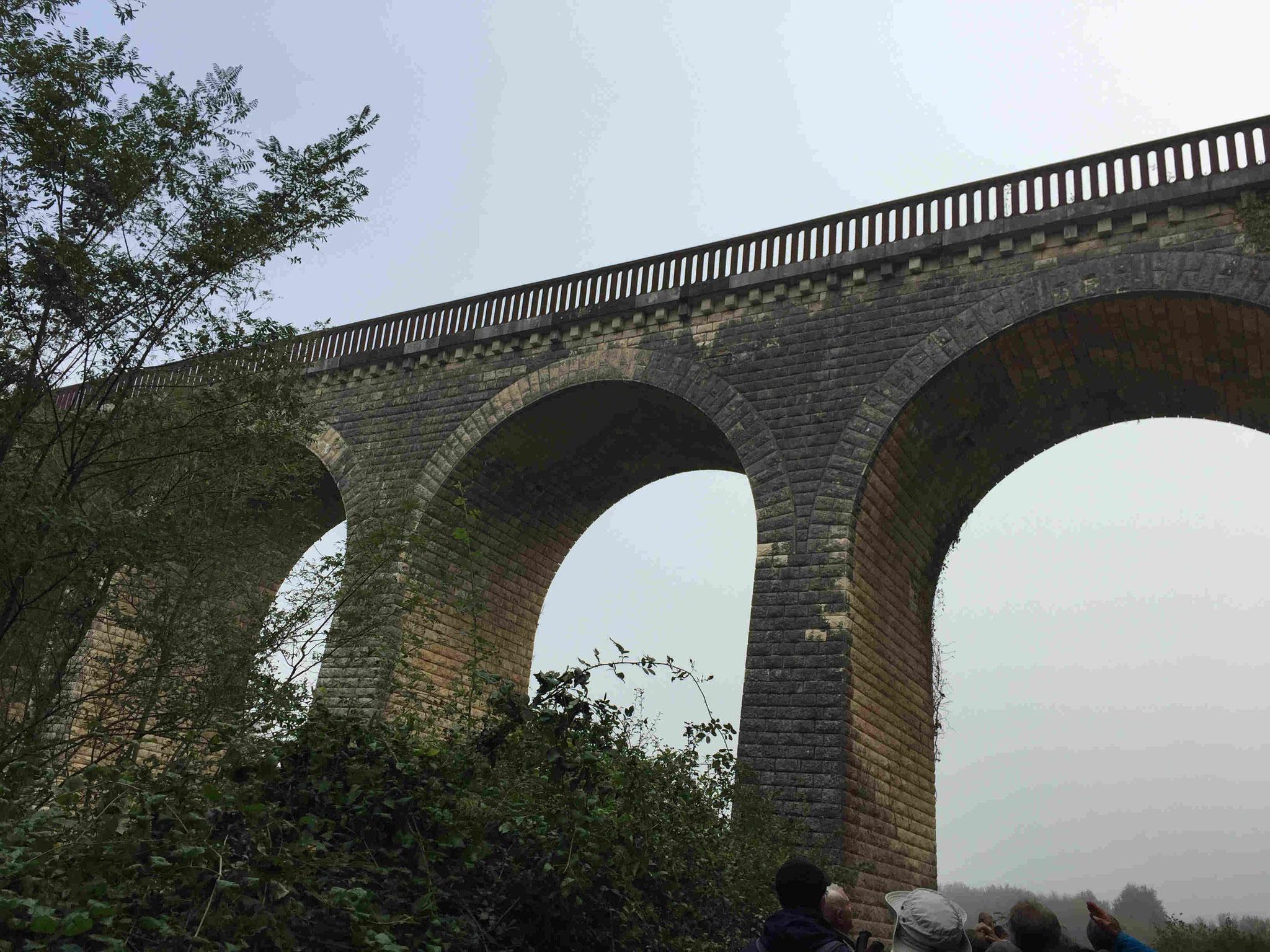 Le viaduc de la ligne de chemin de fer Lussac-les -Châteaux - Charroux