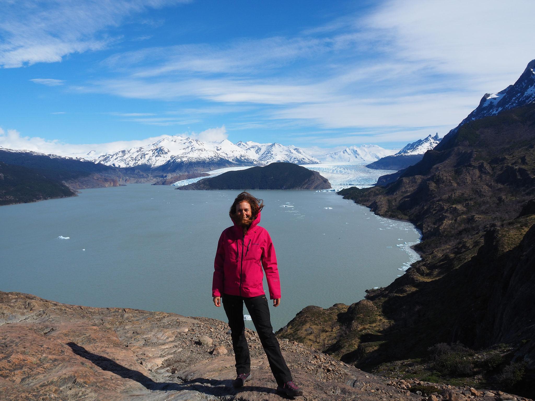 Am Lago Grey, im Hintergrund ist der Glaciar Grey