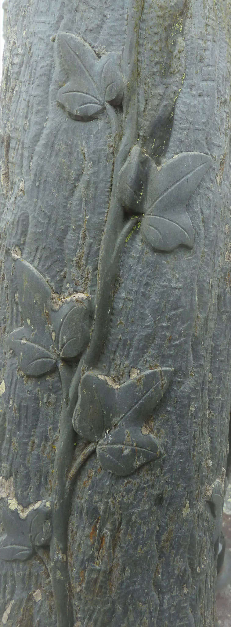Sculpture sur socle de croix - inconnu