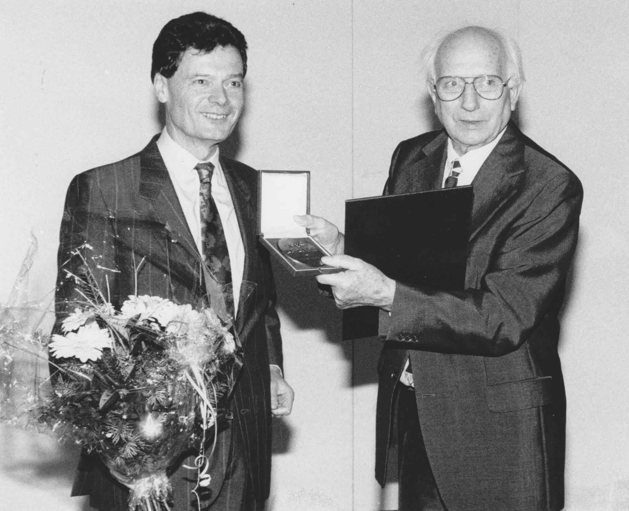 JH bei der Verleihung der Macke-Medaille 1992