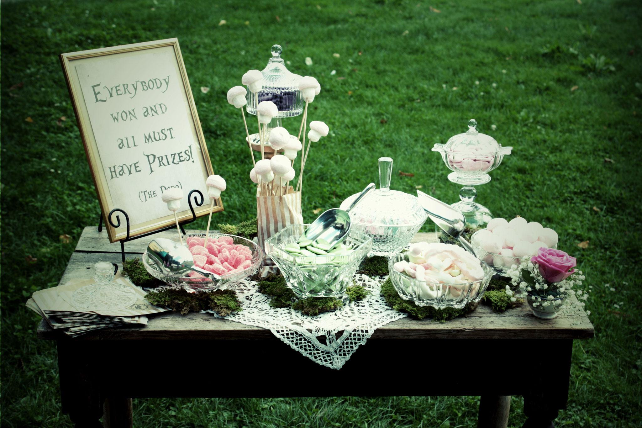 Candy Bar mit Kristallschalen und Bilderrahmen (Vintage Rental Kollektion)