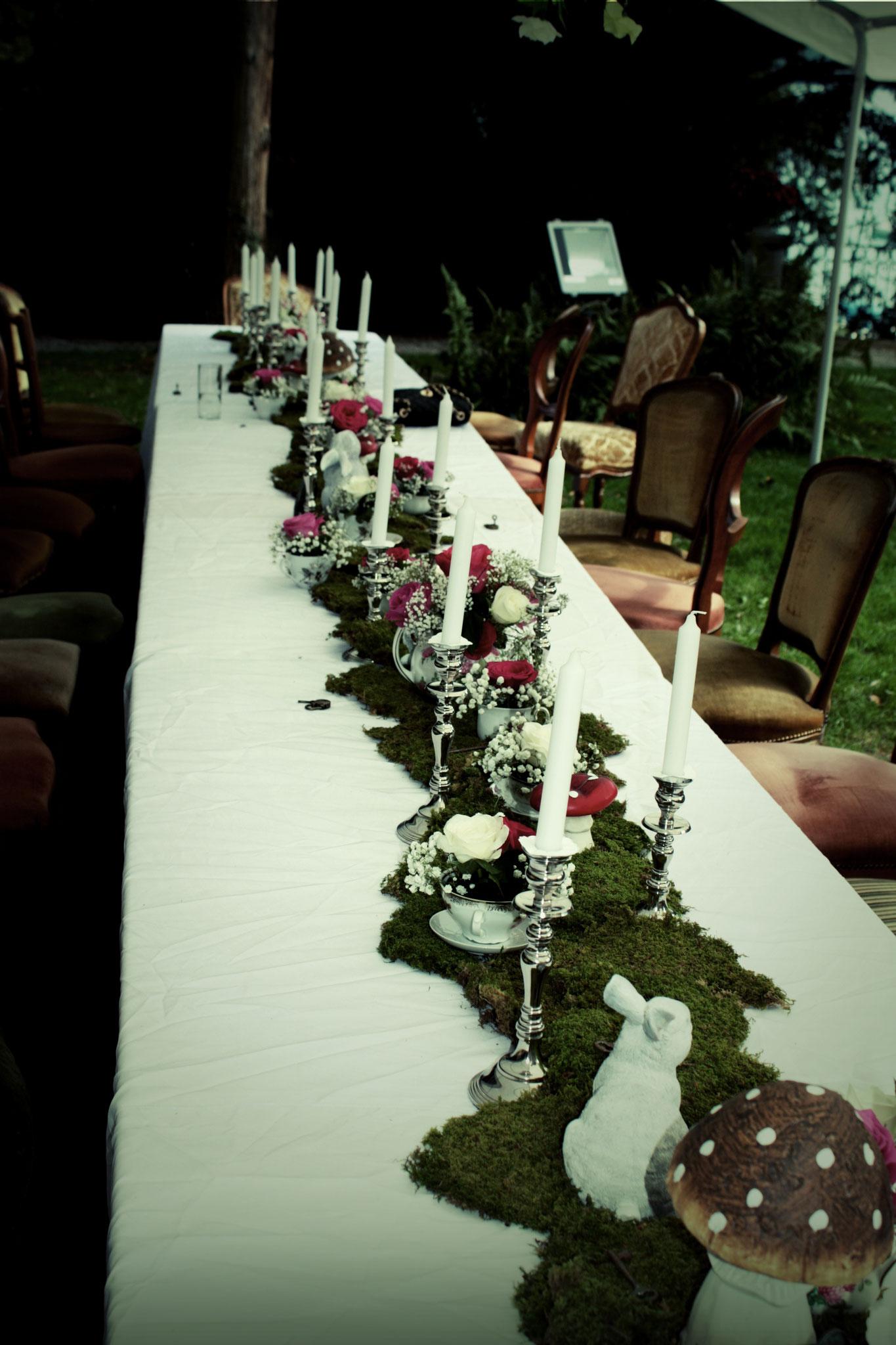 Kerzenständer, Tischdeko, Stühle aus der Vintage Rental Kollektion