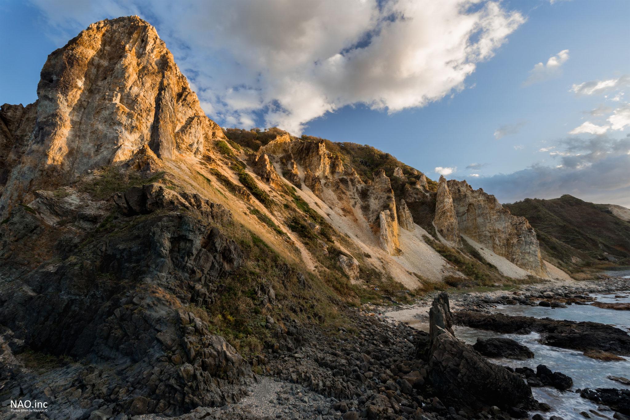 積丹町島武意海岸。日本渚百選に選ばれる海岸だが、岩場の迫力が凄まじい。