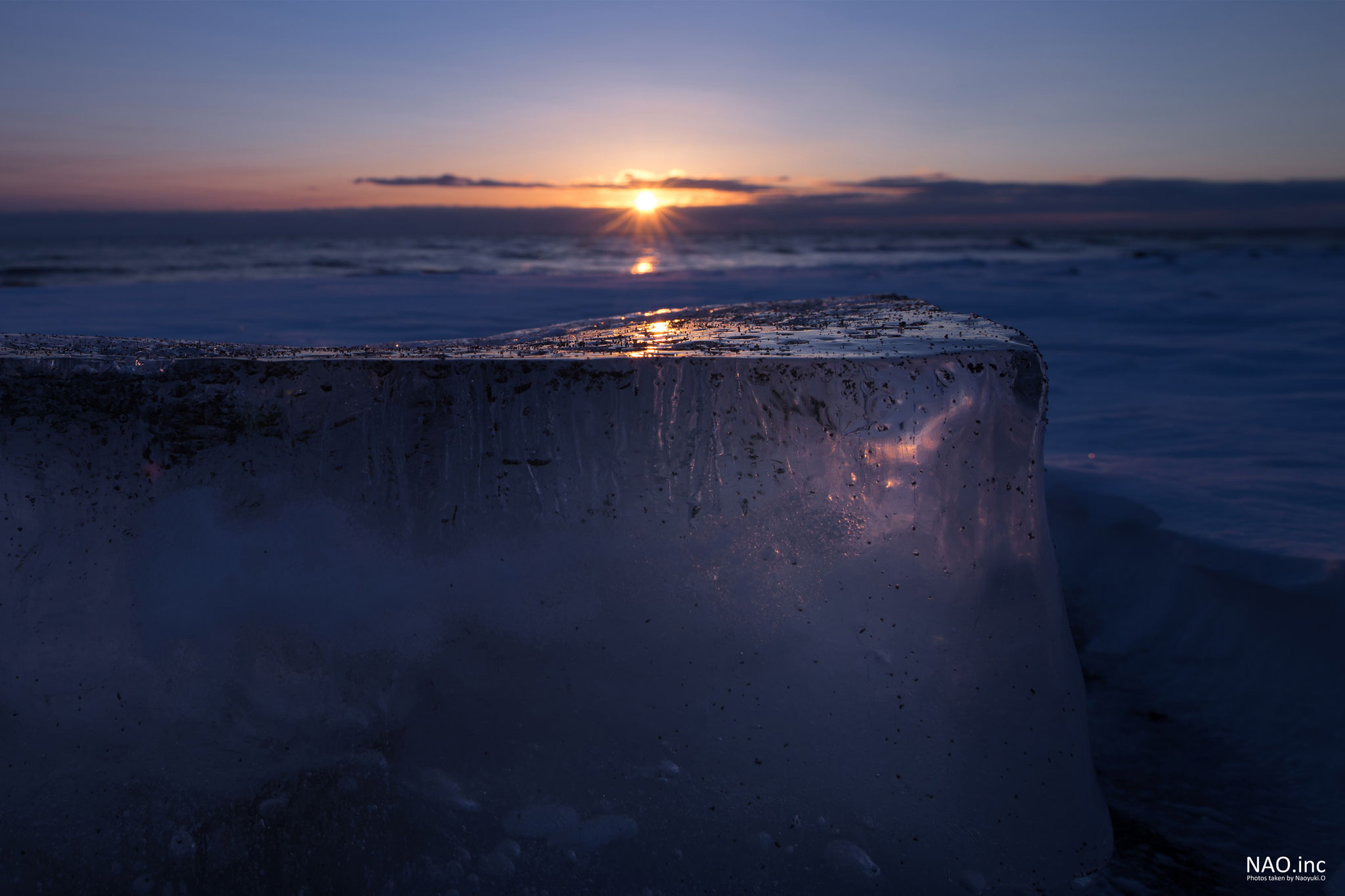 むかわ町の海岸に押し寄せた氷。