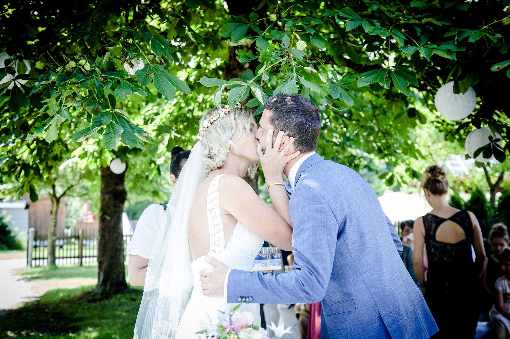 Ein Kuss zur Besiegelung darf natürlich nicht fehlen (Foto: Ulla Laser)