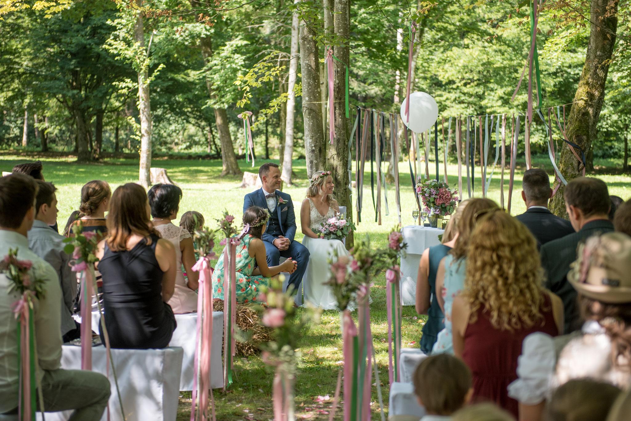 Gleich wird es spannend: Liebeserklärung und Ringwechsel folgen (Foto: Gabor Szeiler)