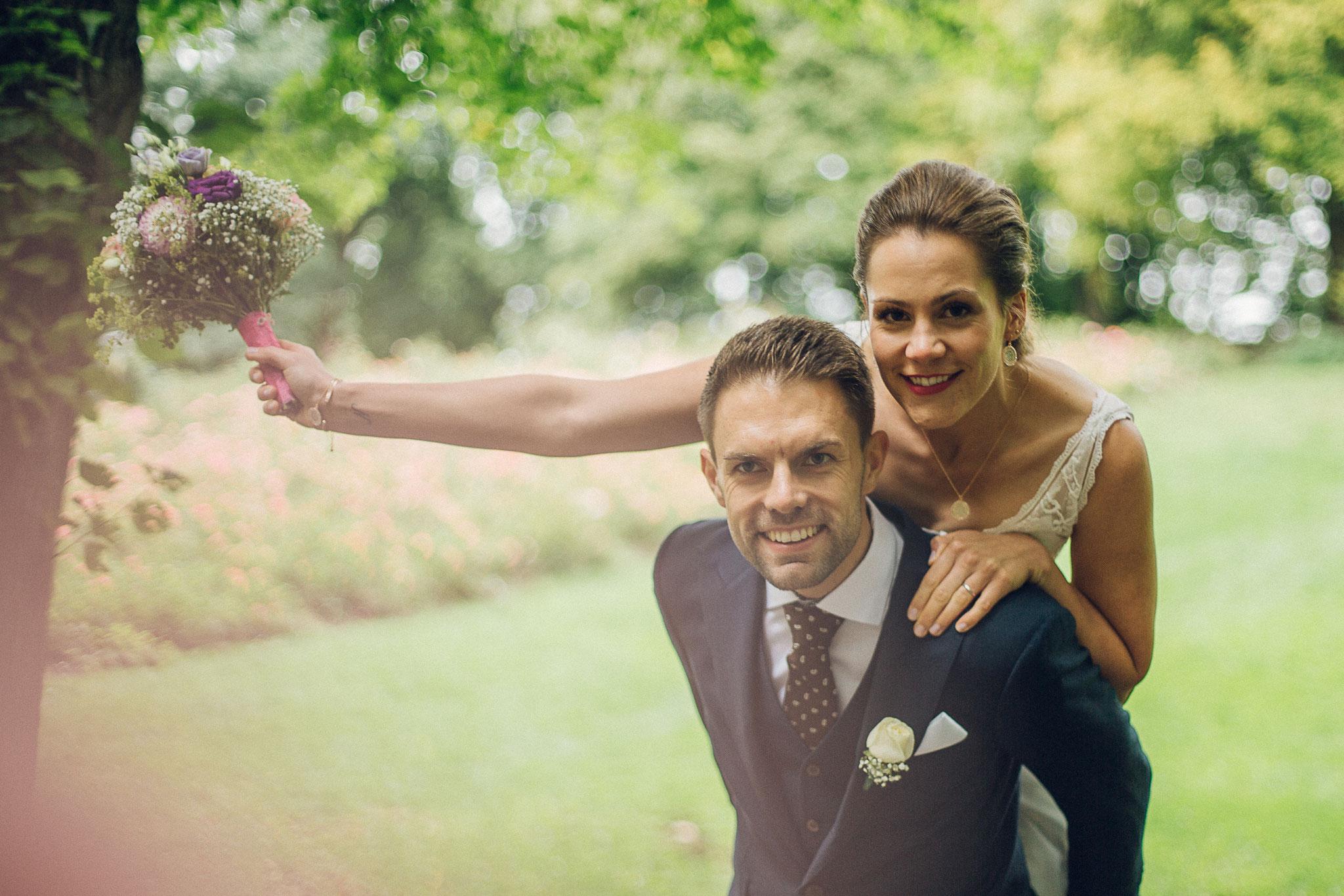 Nadine und Henning sind glücklich vermählt! (Foto: Bettina Ortmeier)