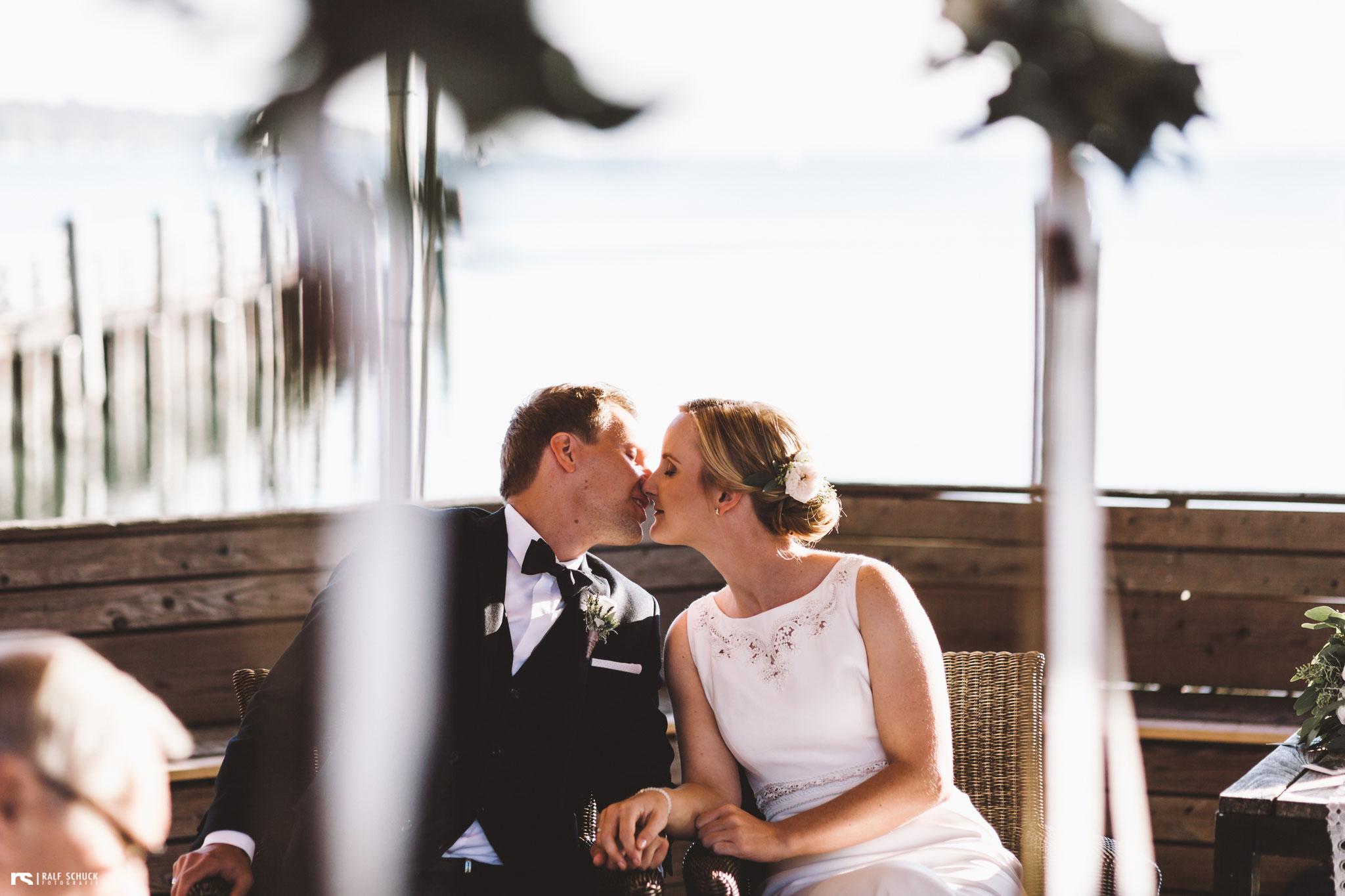 Ein Kuss zur Besiegelung der Ehe darf natürlich nicht fehlen (Foto: Ralf Schuck)