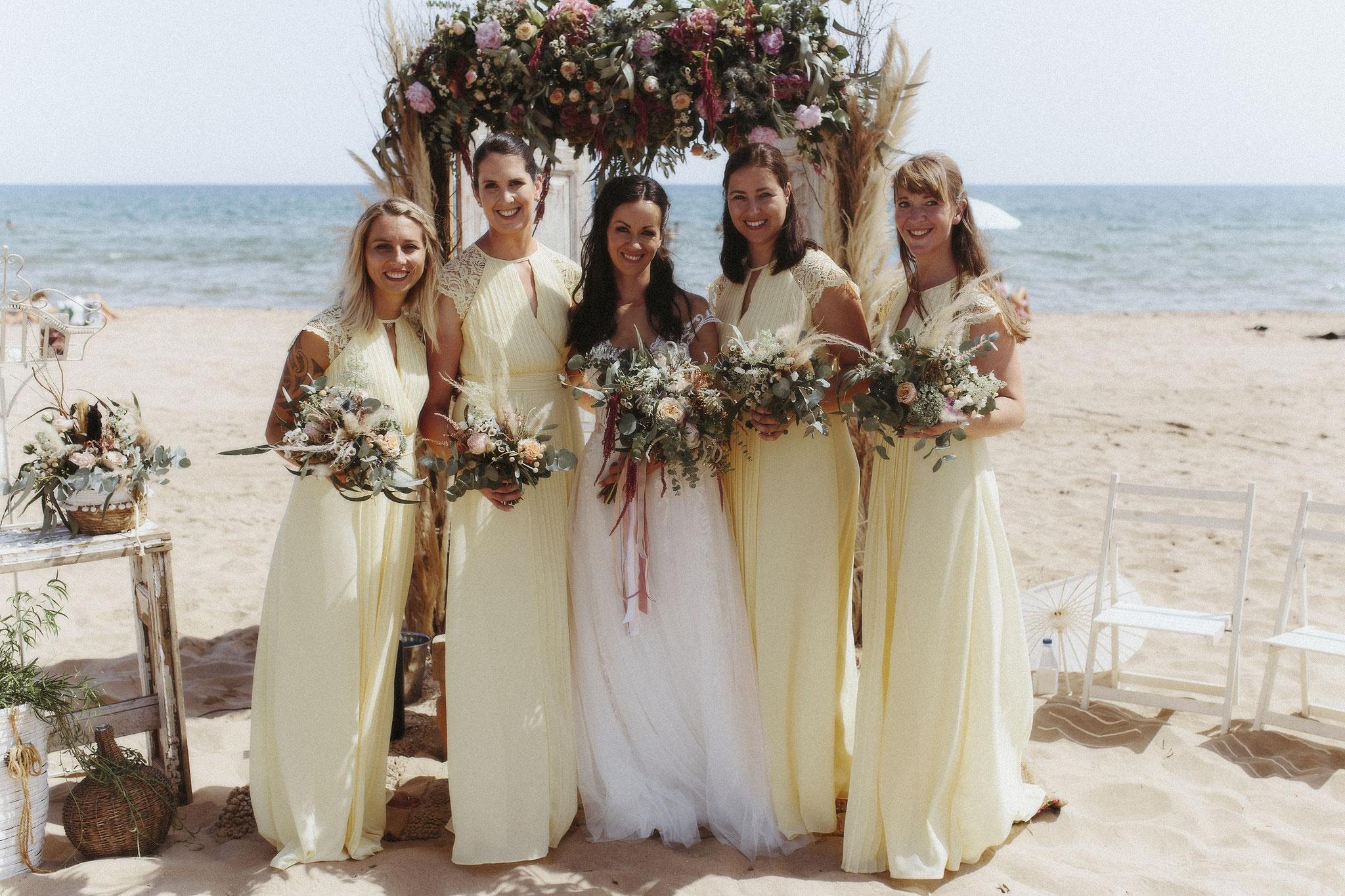 Die Braut und ihre Brautjungfern (Foto: Revela't)