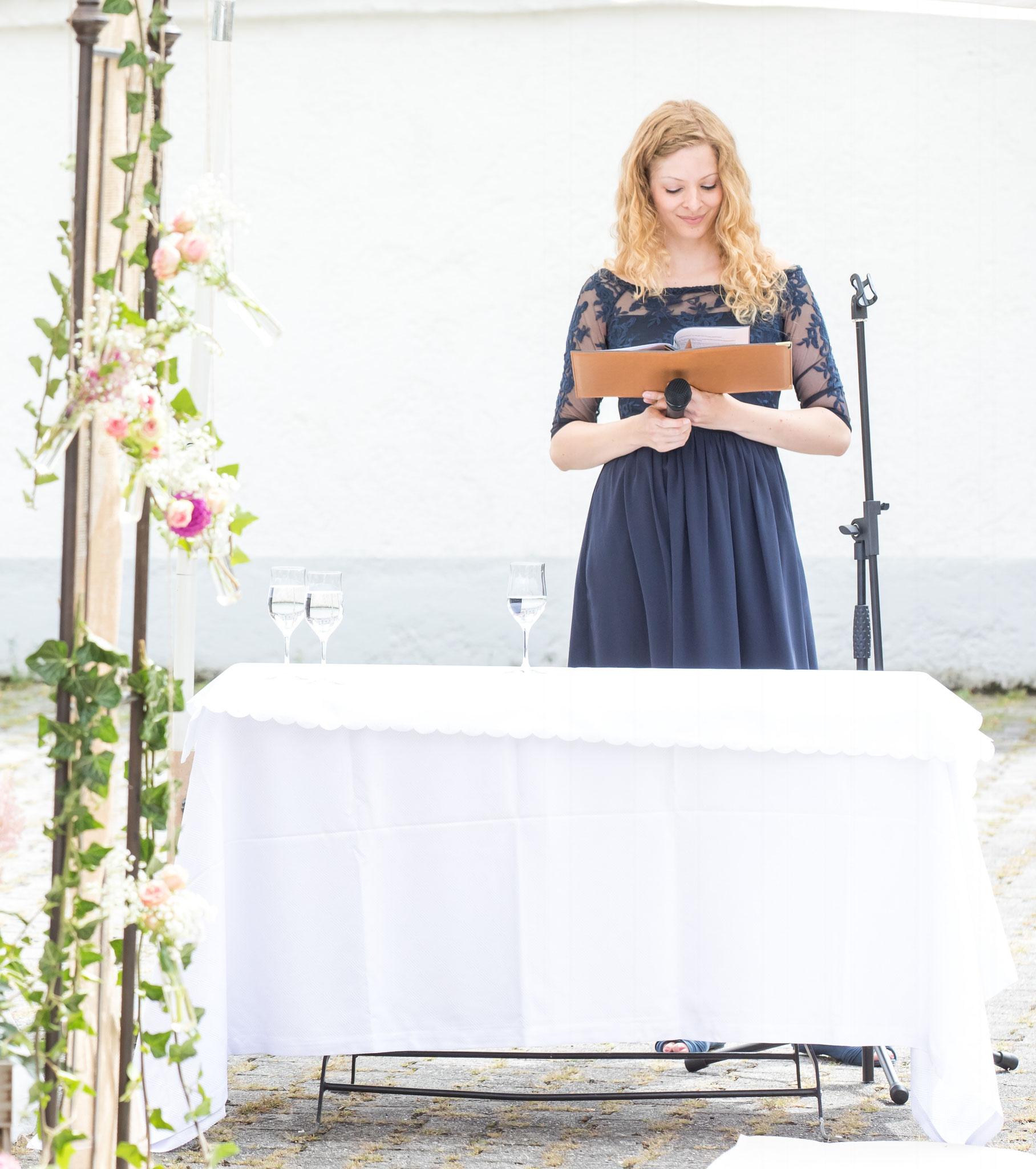 Traurednerin Katharina Lehmkuhl bereitet sich vor (Foto: Robert Klinger)