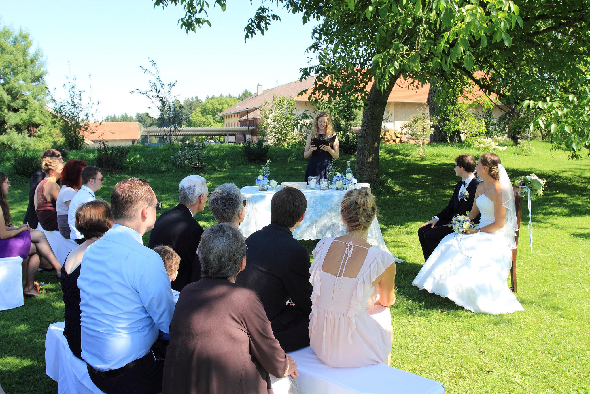 Das war eine sommerliche freie Trauung mit Hochzeitsrednerin Katharina Lehmkuhl in Bayern