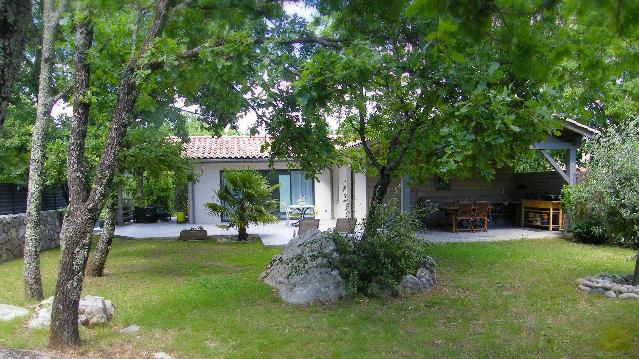Location de vacances avec jardin - Gîte les Oliviers