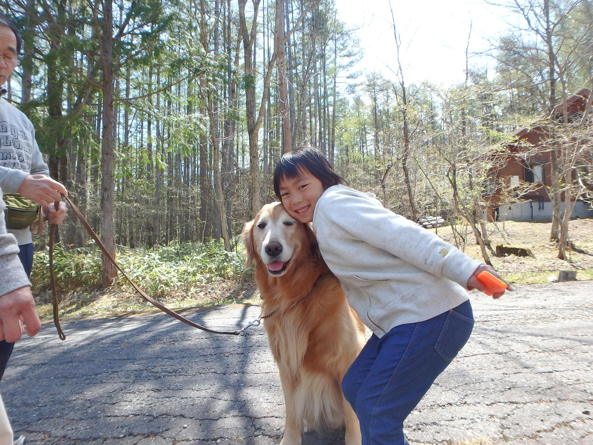 警察犬の訓練も受けたというサーシャ。きみかより賢いんちゃう?と母に茶化され、きみかキレる。(ごめん)