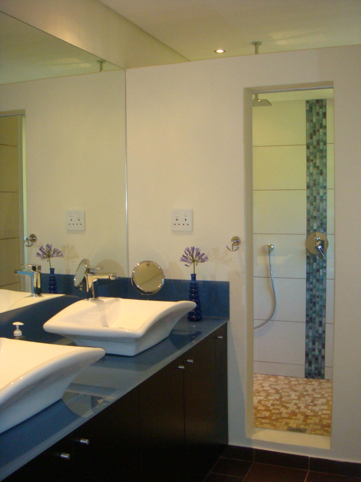 Ensuite Bad mit Dusche im ersten Obergeschoss