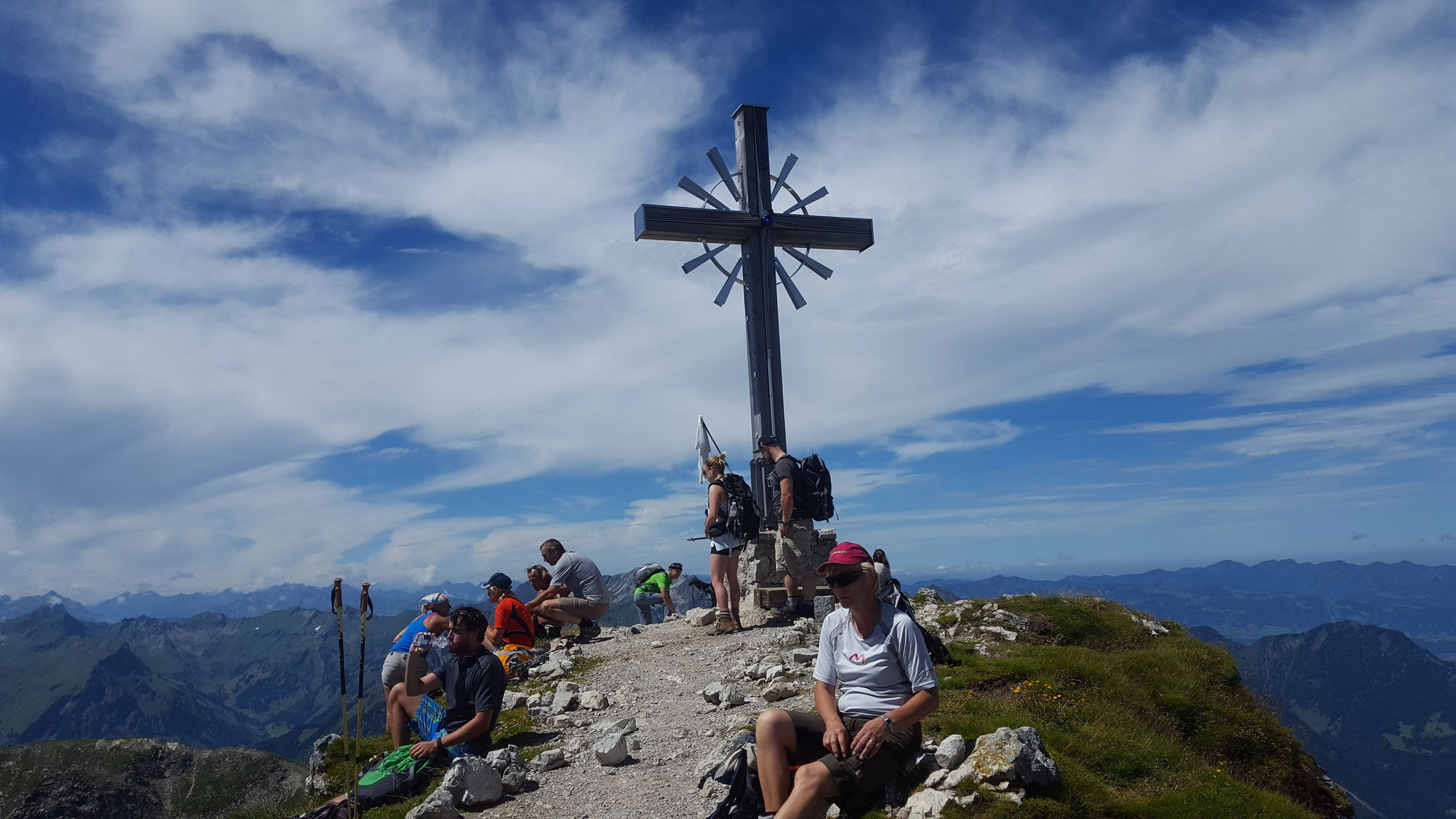 Blick auf das Gipfelkreuz