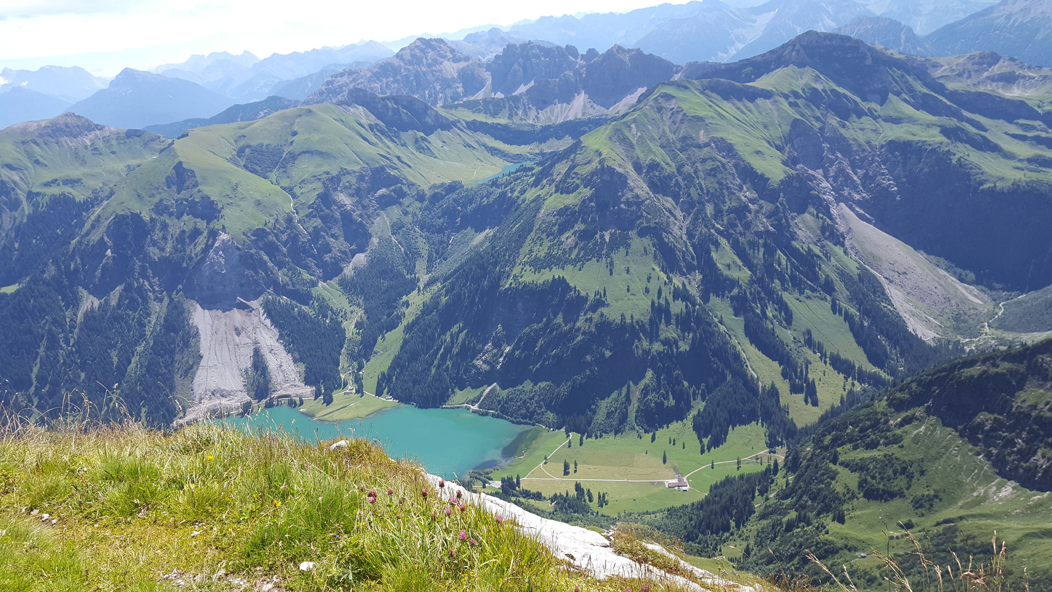Blick vom Gipfel auf den Vilsalpsee