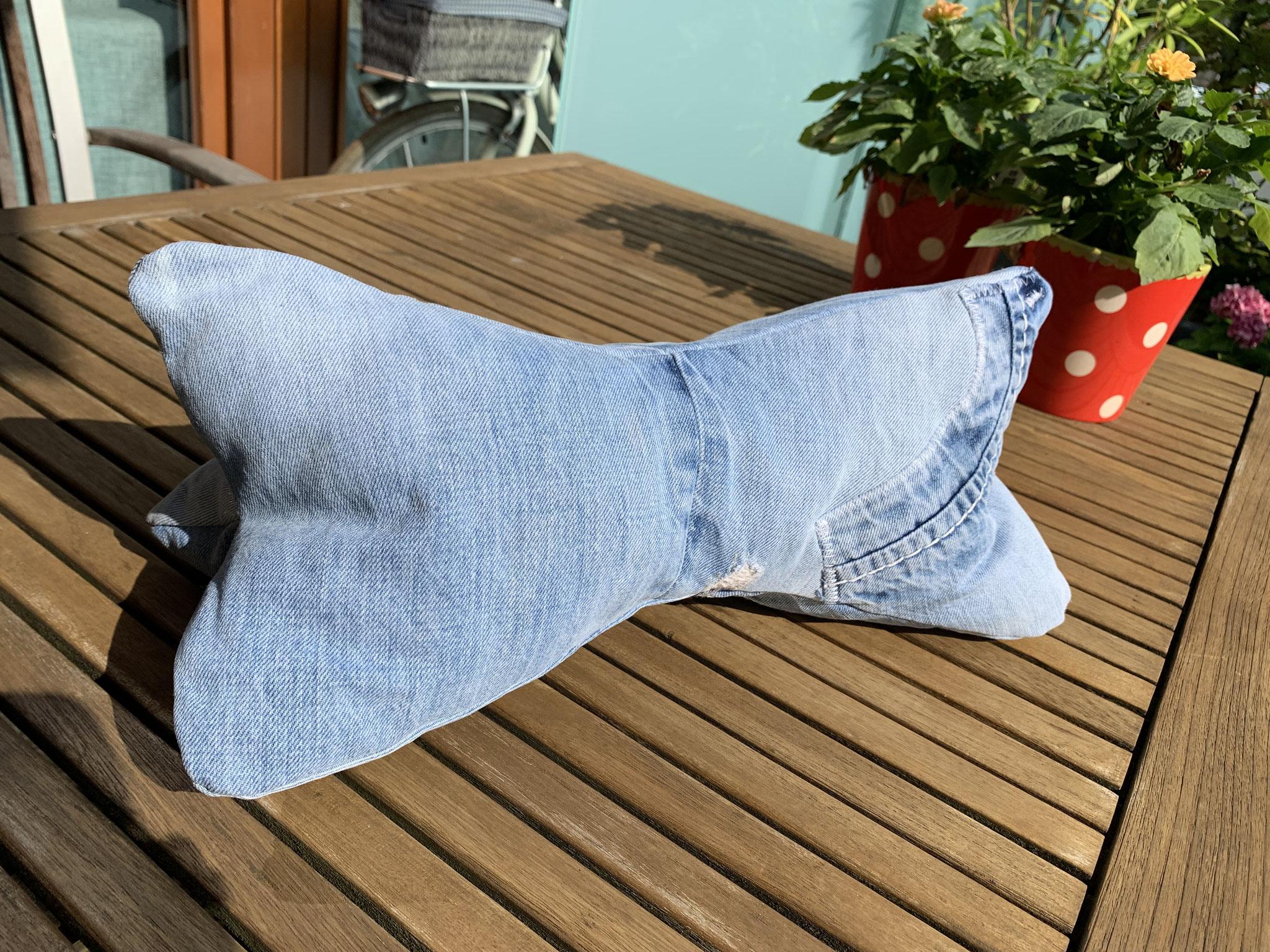 Kissenknochen aus alten Jeans  25,00 Euro