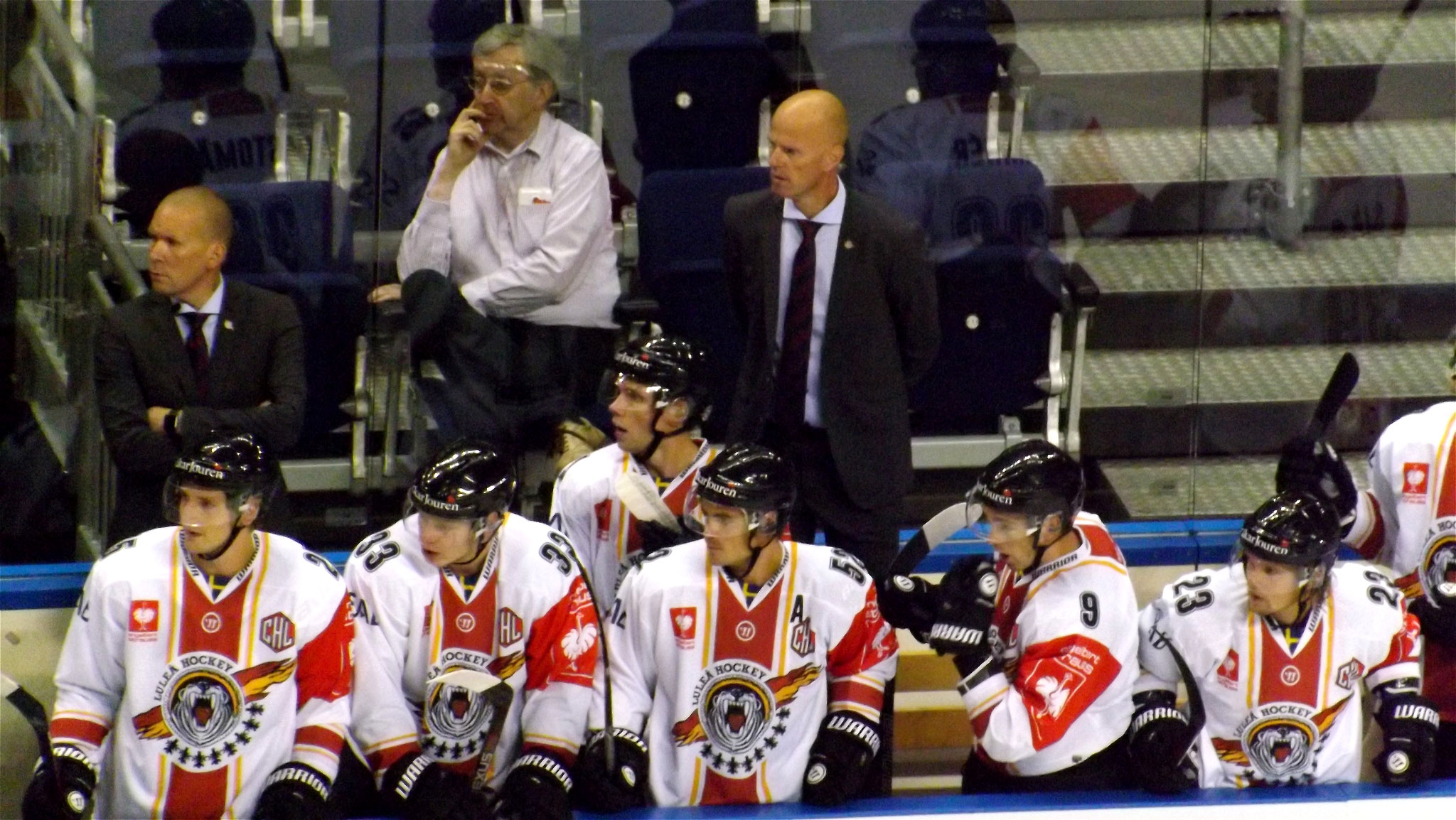 Spielerbank Lulea Hockey Foto: Hans-Peter Becker