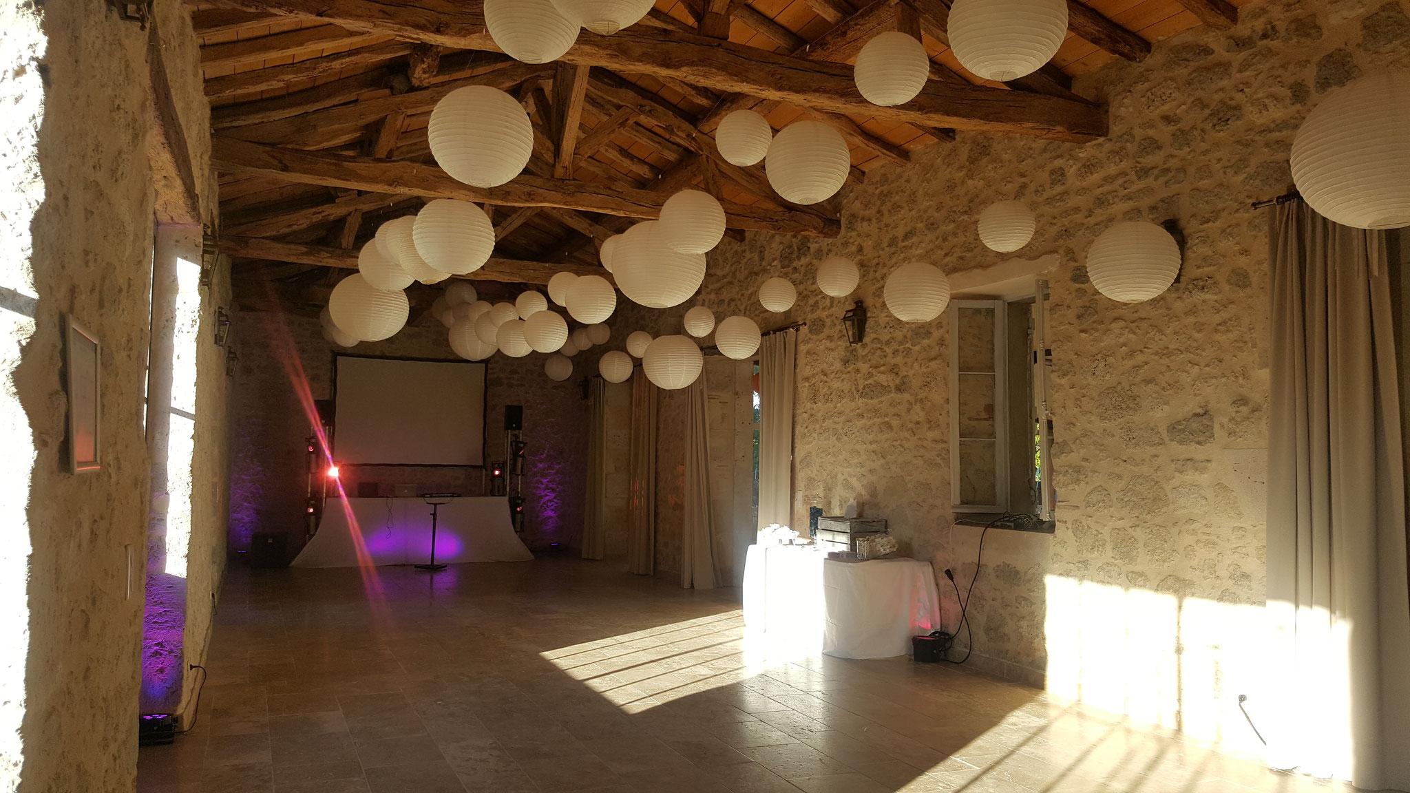 Dance floor dans le salle en pierre