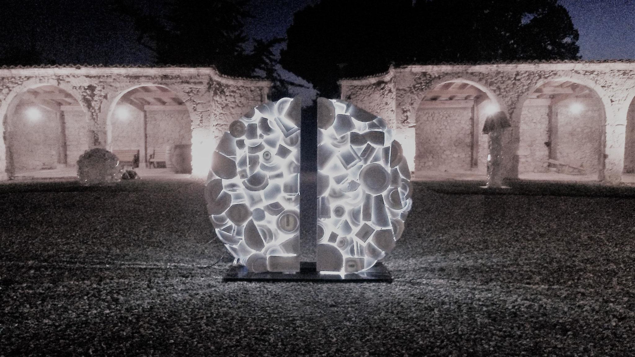 Exposition dans la cour à arcades - Sculpture : Charles Indaud