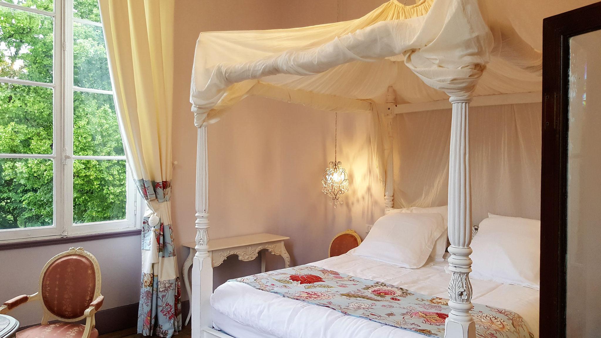 Chambre nuptiale dans la Tour Baïsse du Château La Hitte à Lavardac