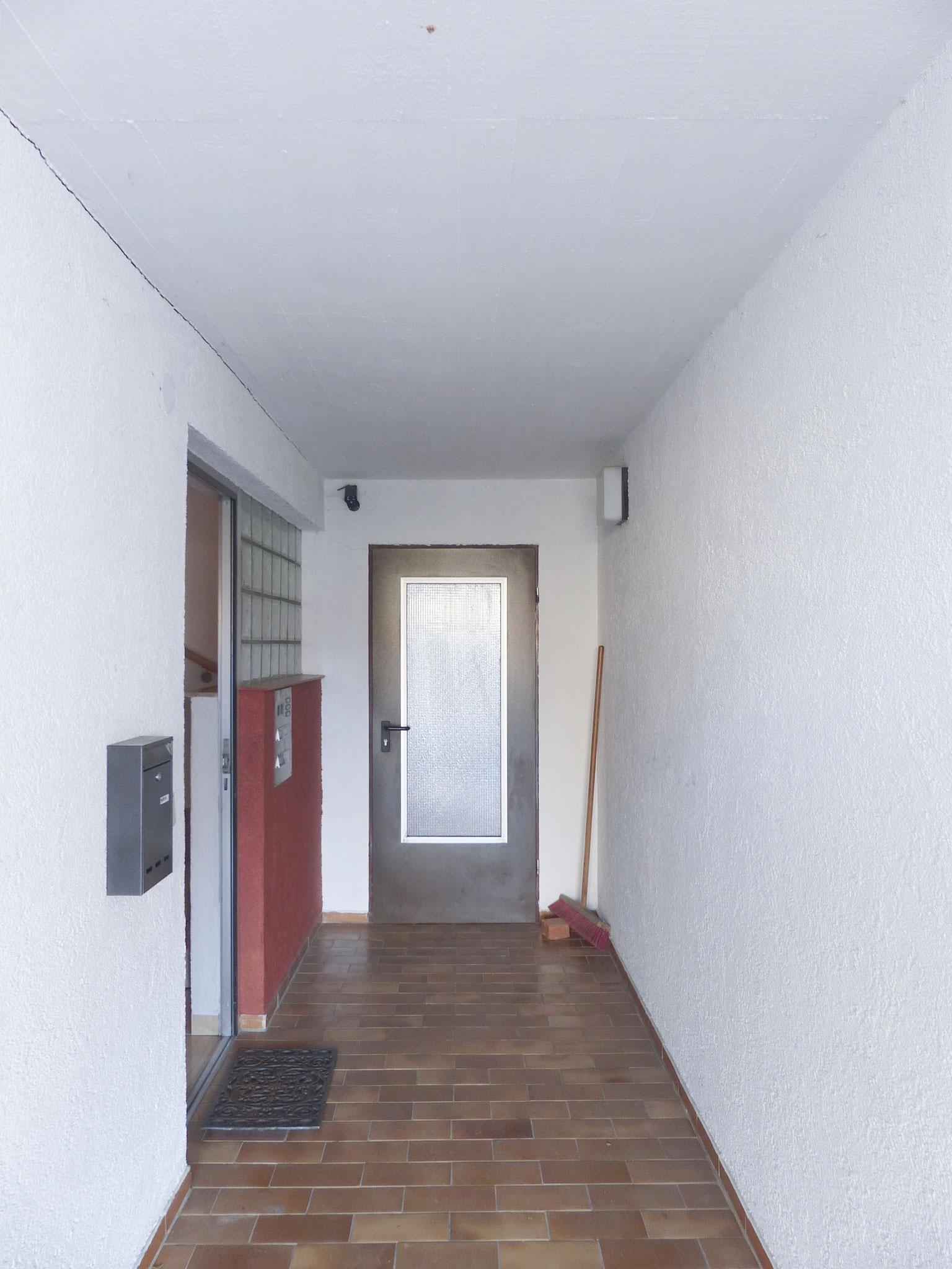 Zugang zum Hauseingang UG
