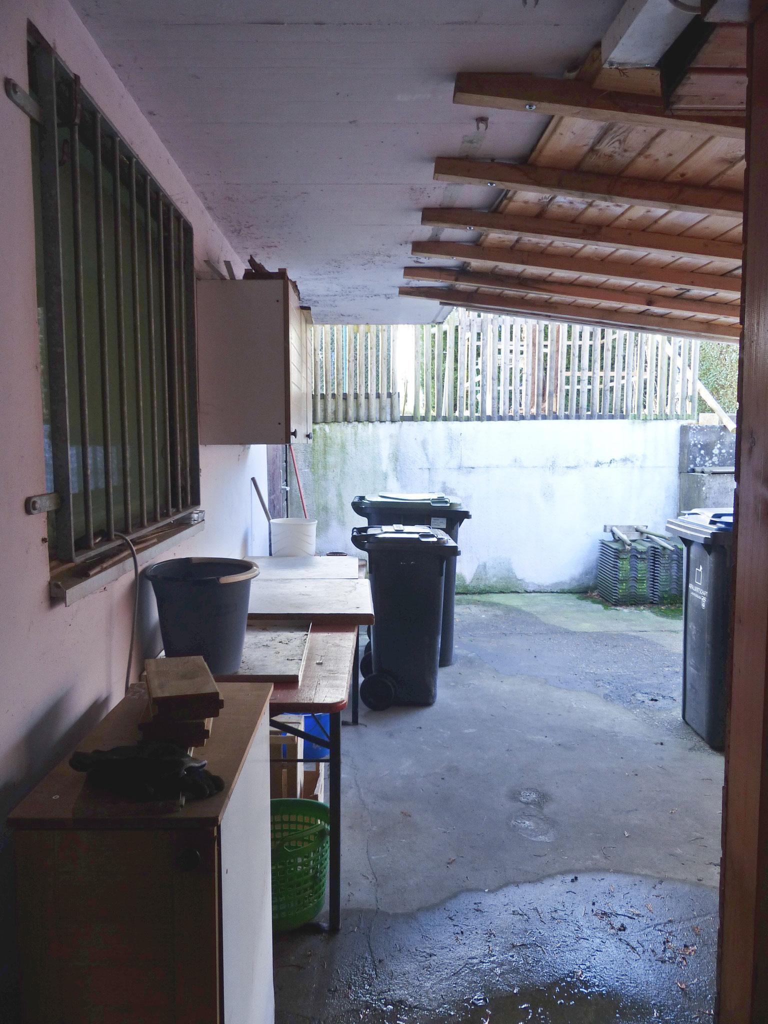 Bereich hinter Garage