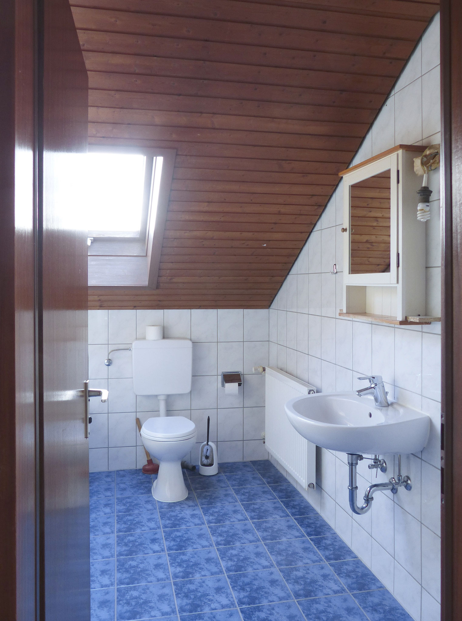 großzügiges Badezimmer DG