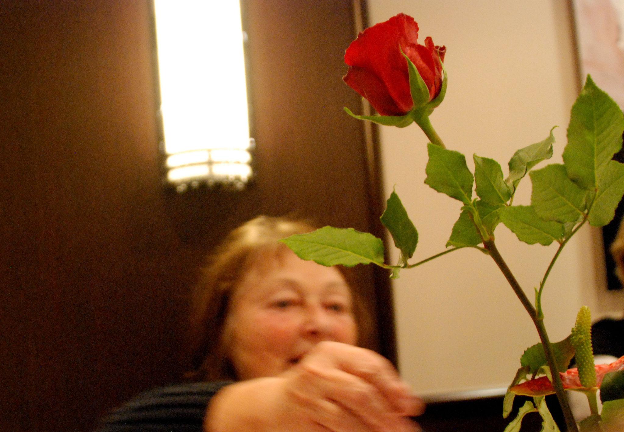Auch eine Rose für den Veranstalter - Nauer Weine, Brembarten