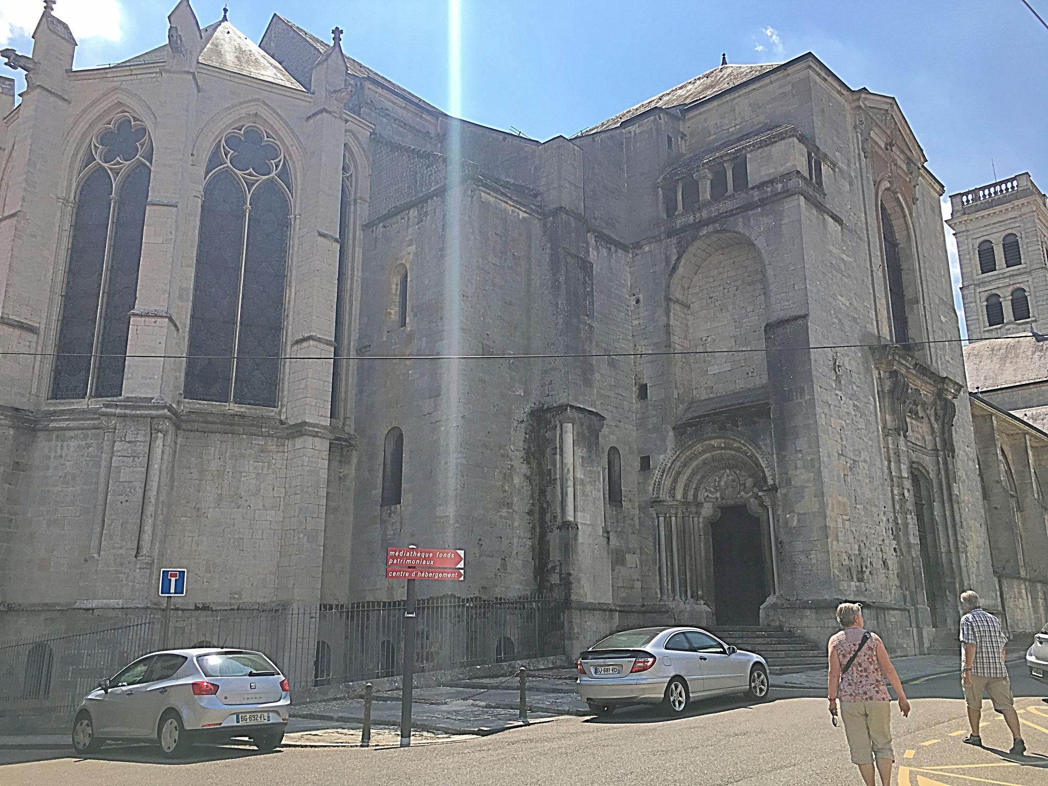 """Die Kathedrale von Verdun: """"Basilique-Cathédrale de Notre-Dame""""."""