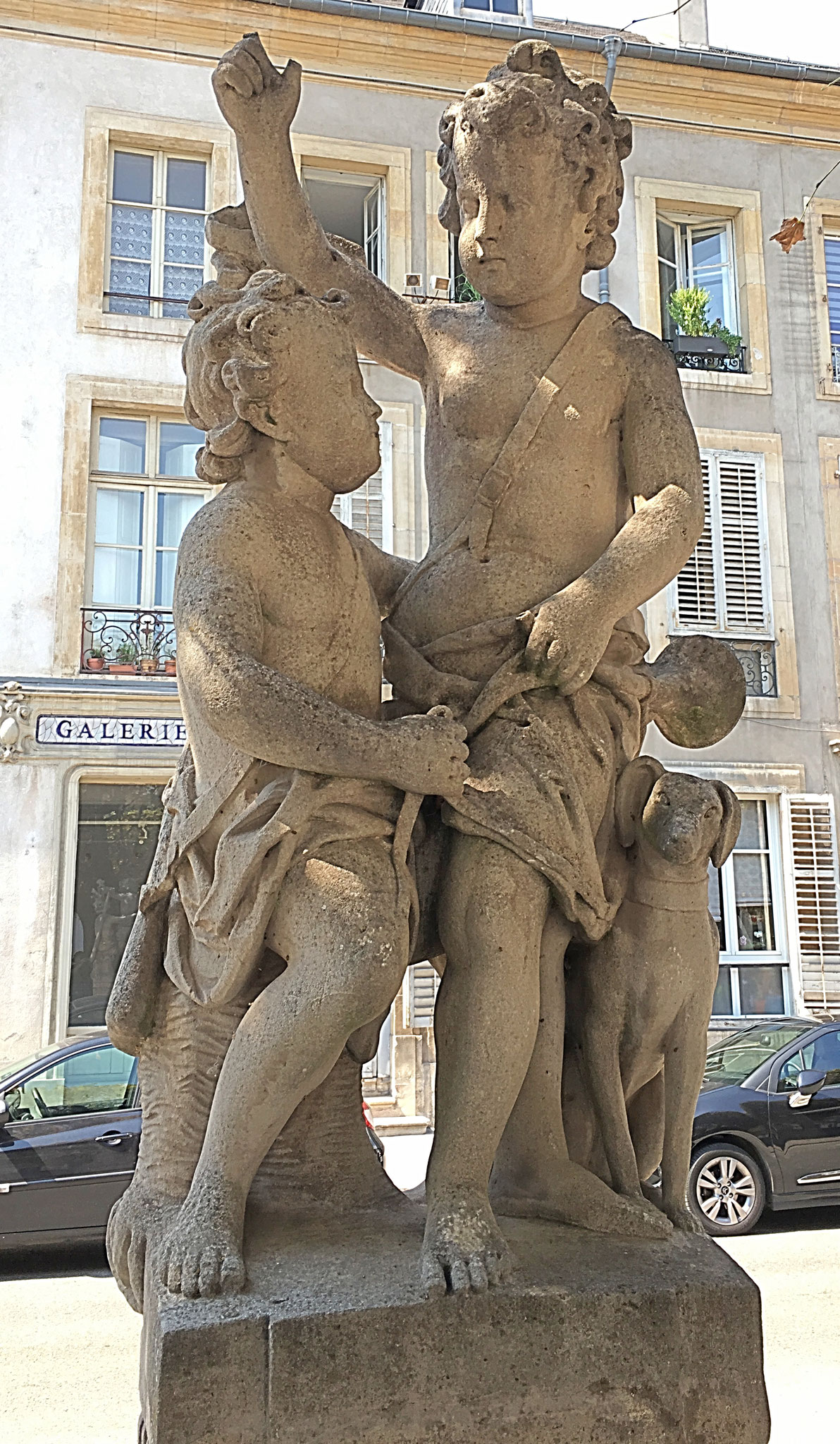Figuren am Place de la Carièrre in Nancy