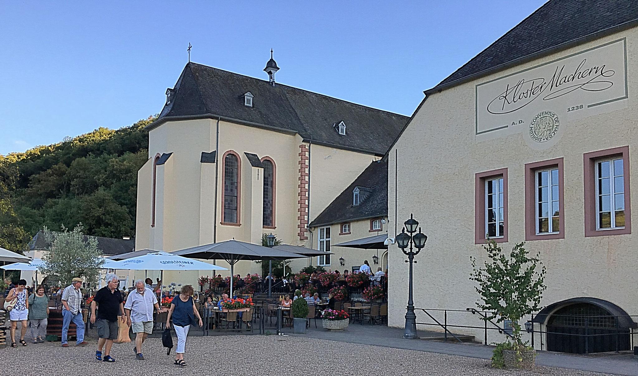 Abschluss bei zünftigen Speisen und Getränken im Kloster Machern