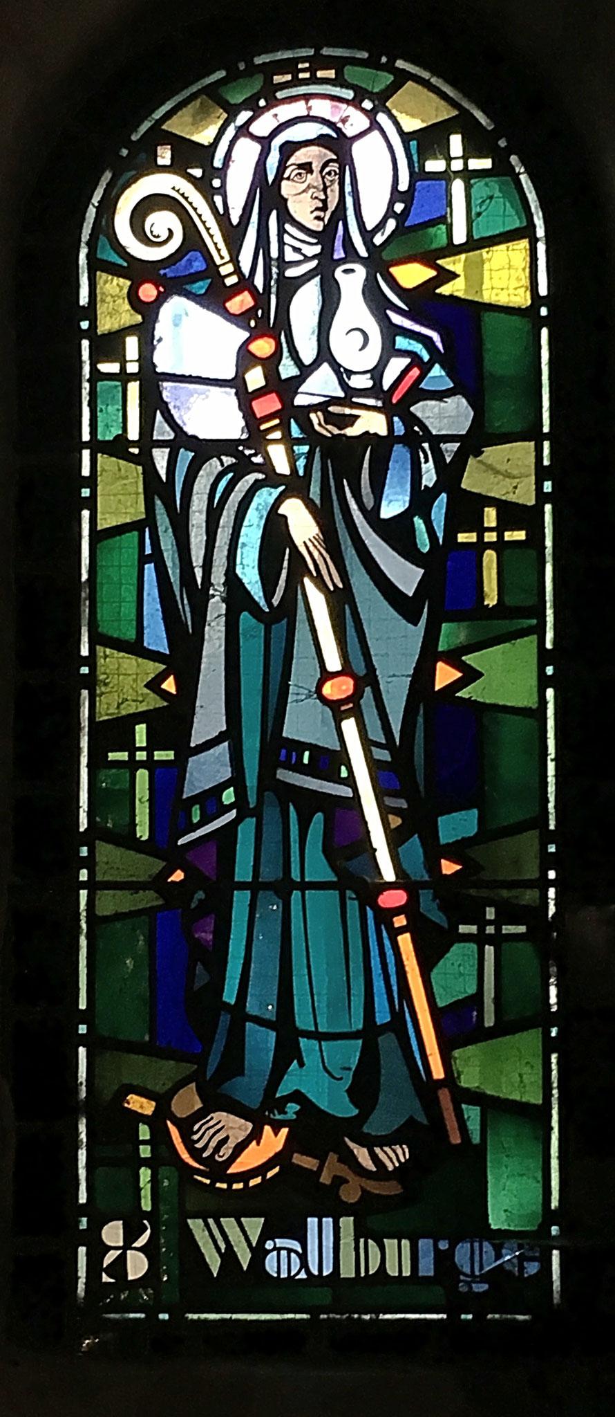 """Glasfenster in der Krypta der """"Basilique-Cathédrale de Notre-Dame"""""""