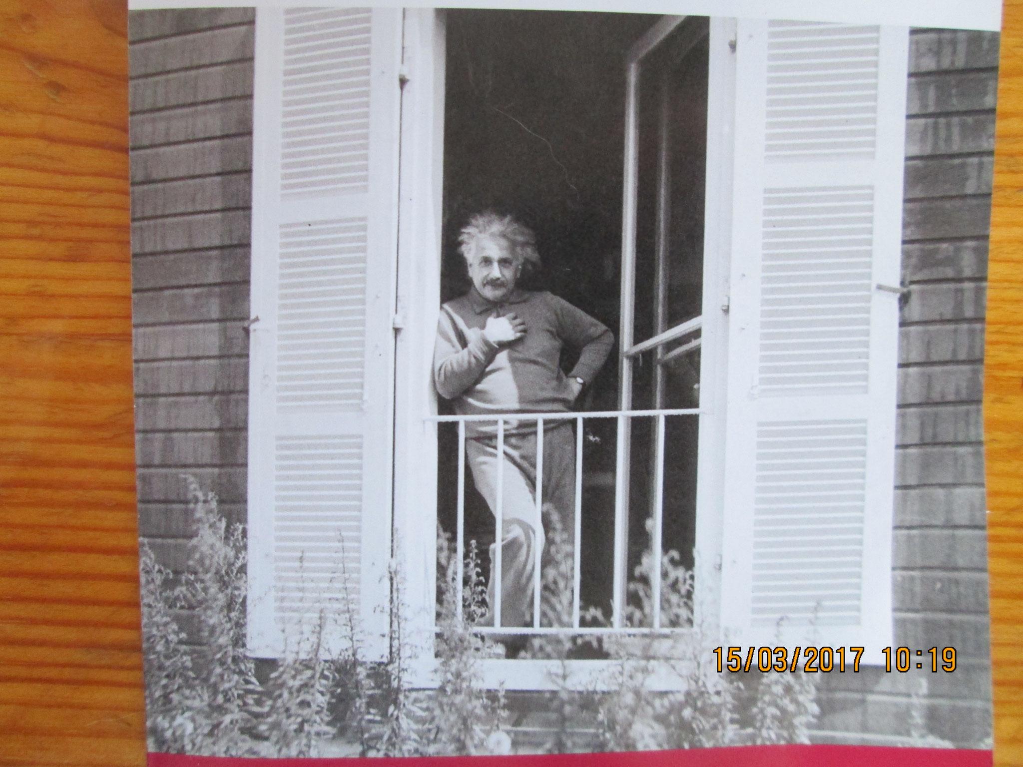 Herr Einstein höchstselbst am Fenster
